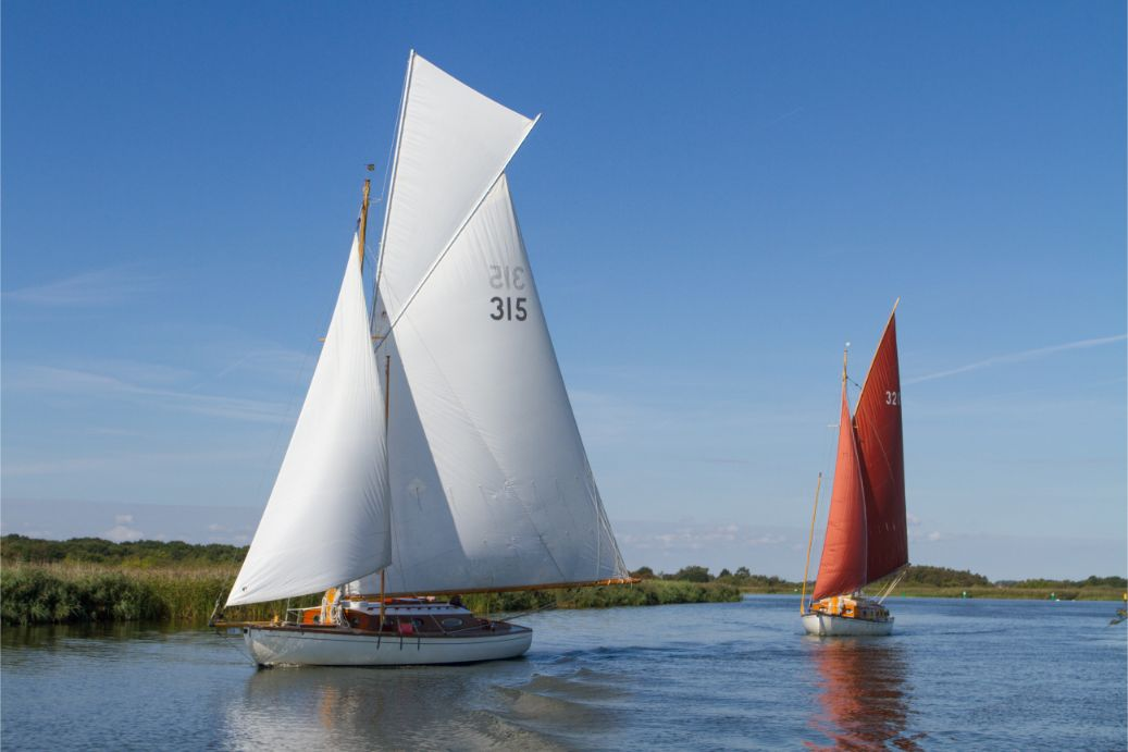 Norfolk Broads Yacht Charter UKSailing boat topsail