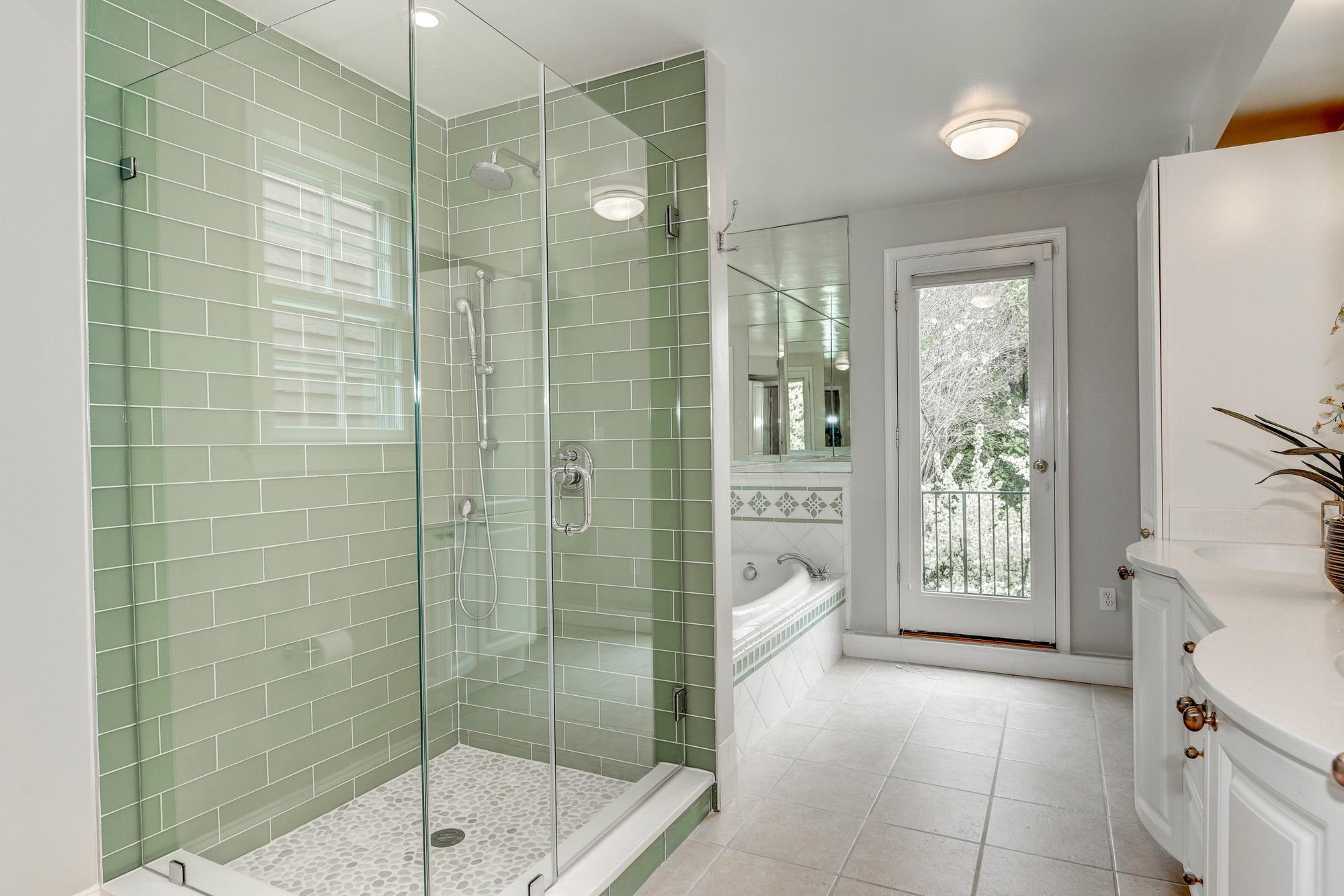 29th Street - master bath.jpg
