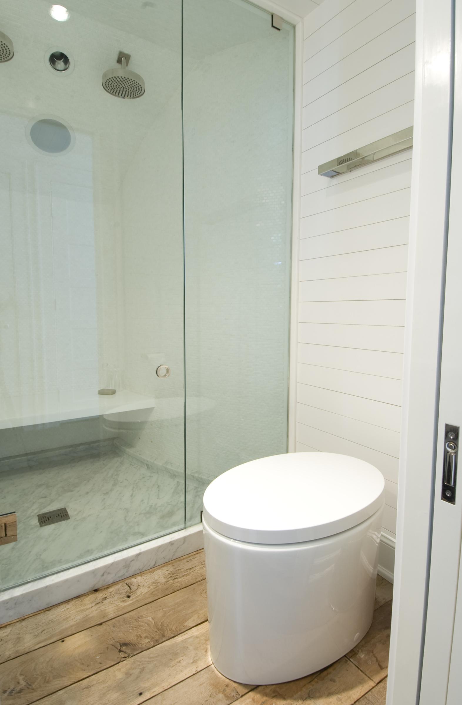 3rd floor bath7720.jpg