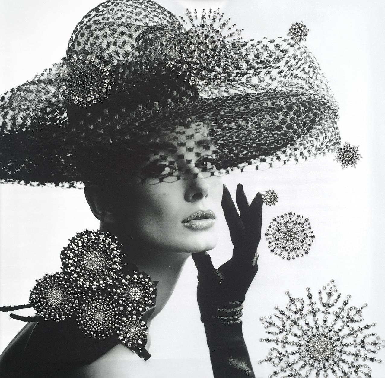 audrey - VanitartCollezione Le Donne d'EpocaMisura 70x70 cmLavorazione in cristalli Swarovski
