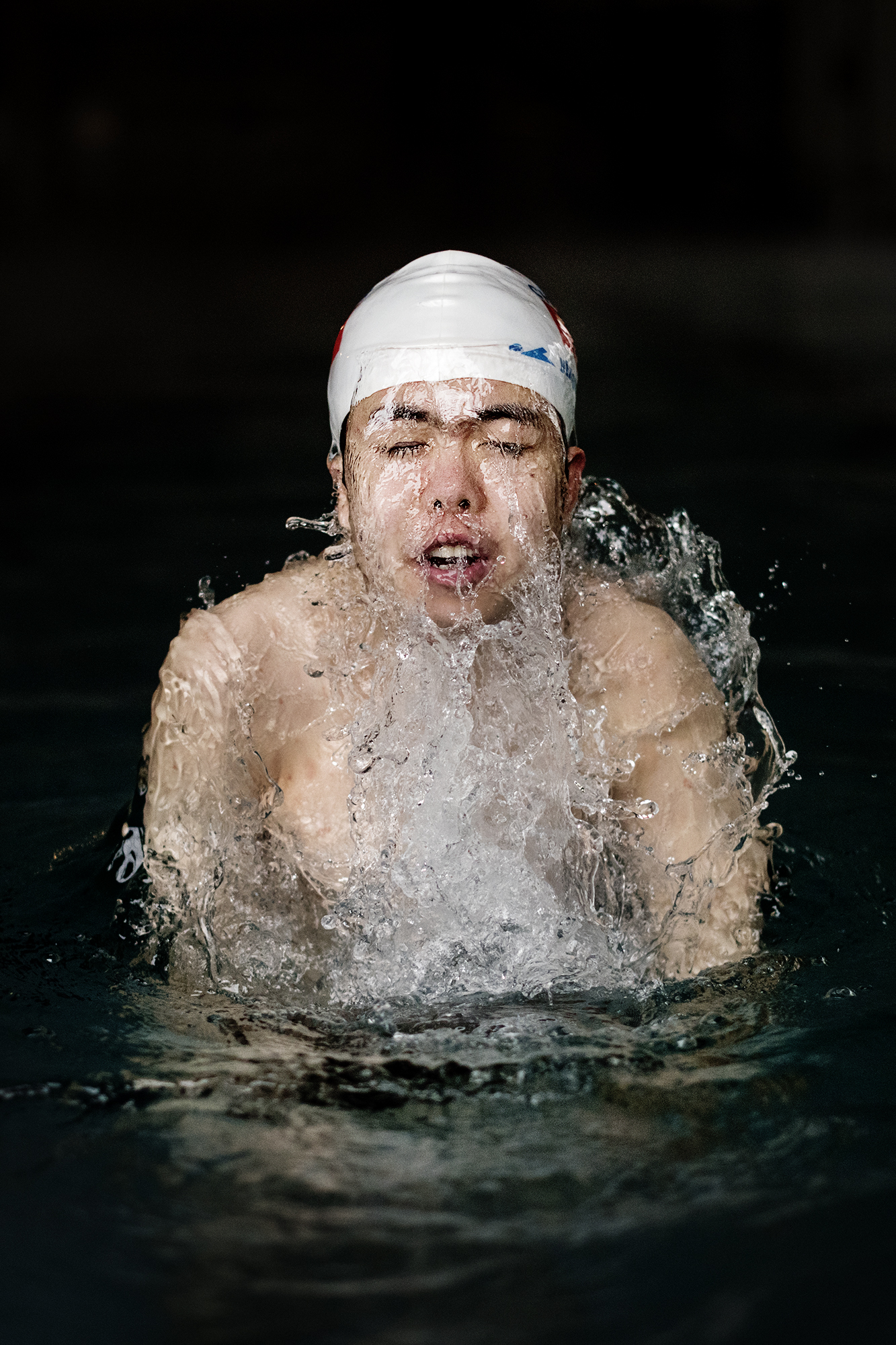 Splash! He gasps for air before he let the water consume him again. With great power he pushes his feet against the edge of the pool. Seven seconds later, he is on the other side. Zhang Yi Cheng (18) has attended South of the Clouds Swimming Club for five years.