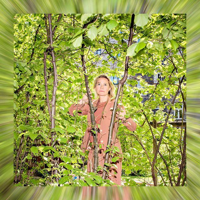 FOR EN DAME! Vakre og vilt talentfulle Trine Dyrholm har allerede tatt Danmark med storm i «Dronningen», og nå er Norge klar for å bli trollbundet av hennes opptreden. @dronningen_film har Norgespremiere den 30. august. Fotografert for @aftenposten #onassignment #photojournalism #trinedyrholm