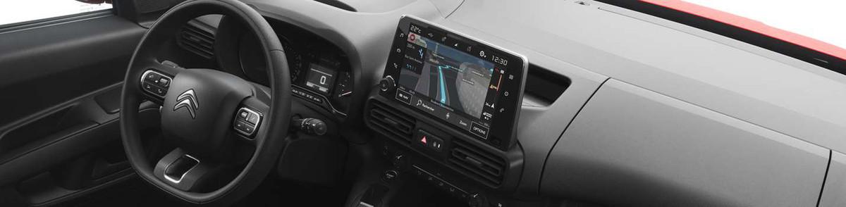4 tilkoblingsteknologier i kupeen inkludert Citroën Connect Nav og Mirror Screen (Apple Car Play / Android Auto) eller trådløs lading for smarttelefon 20 kjøreassistentteknologier.