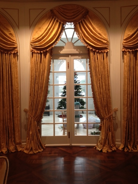 gold drapes.JPG