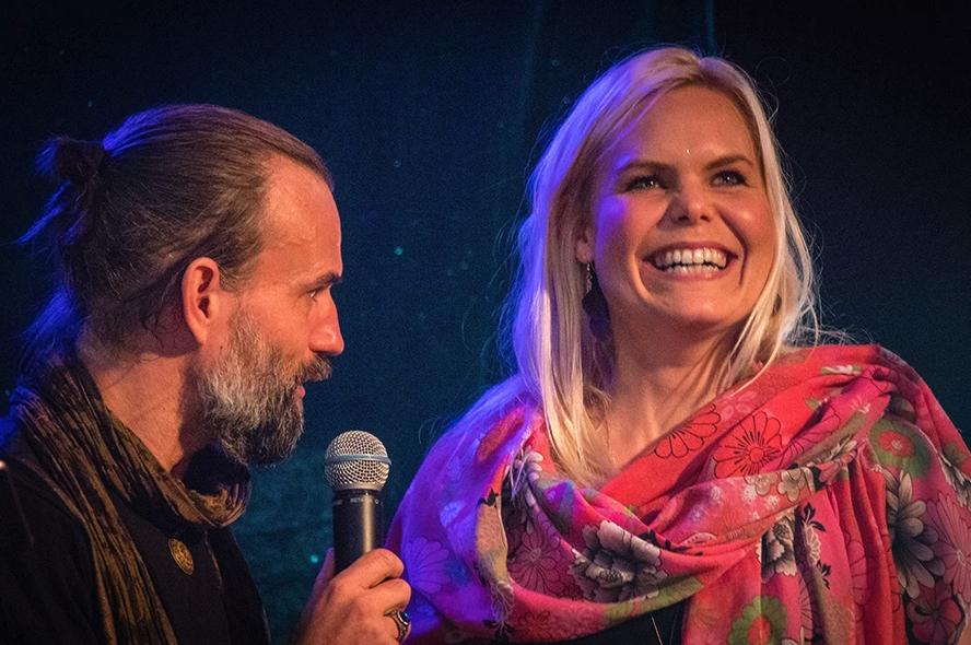 Peter Orevi och Sanna Björkebaum på Stockholm tantrafestival 2018. Foto: Olov Stadell.