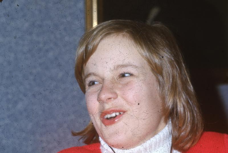 Charlotte 1970-tal röd tröja.jpg