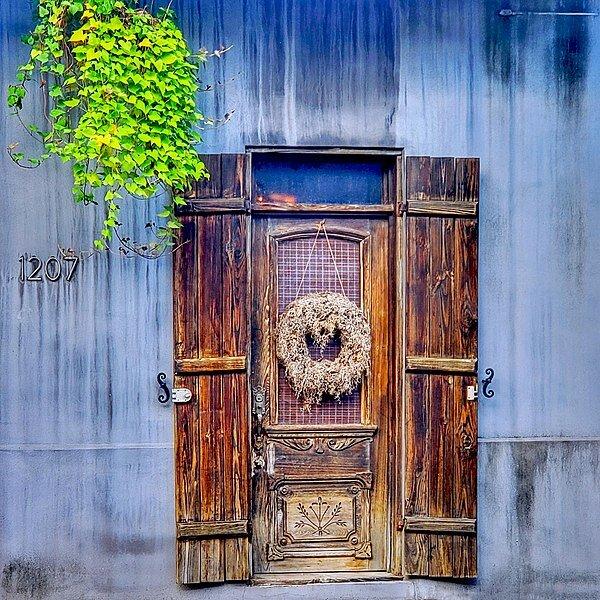 600px-Old_Doorway_in_New_Orleans.jpg