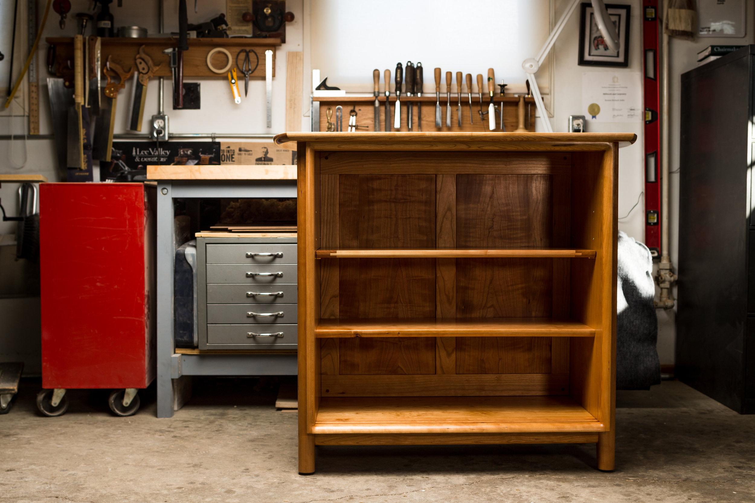 Adjustable top shelf