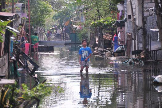 Flooding in Sunrise Village, Philippines. ©2012 OM International