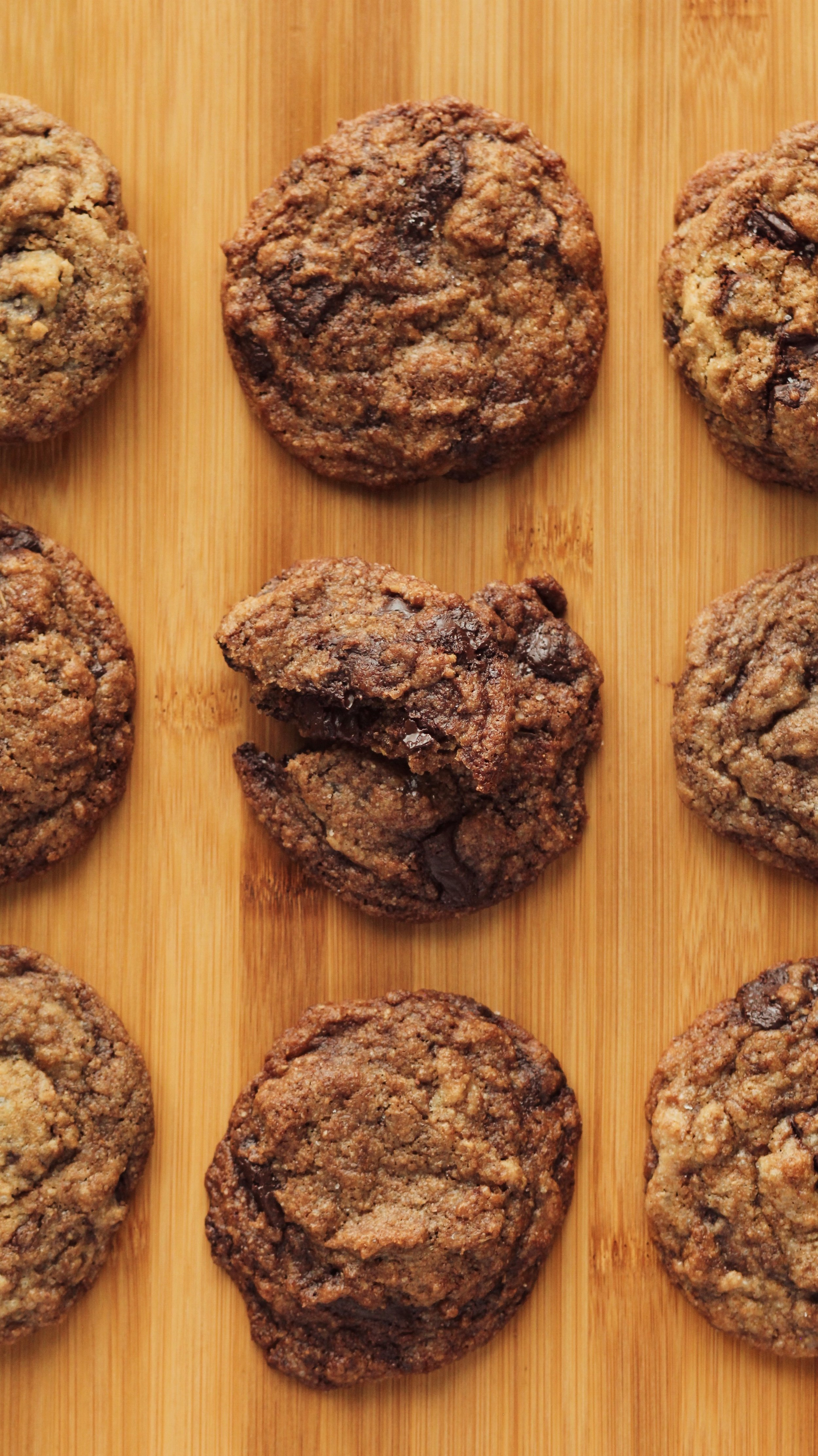vegan chocolate chip cookies with chia egg -
