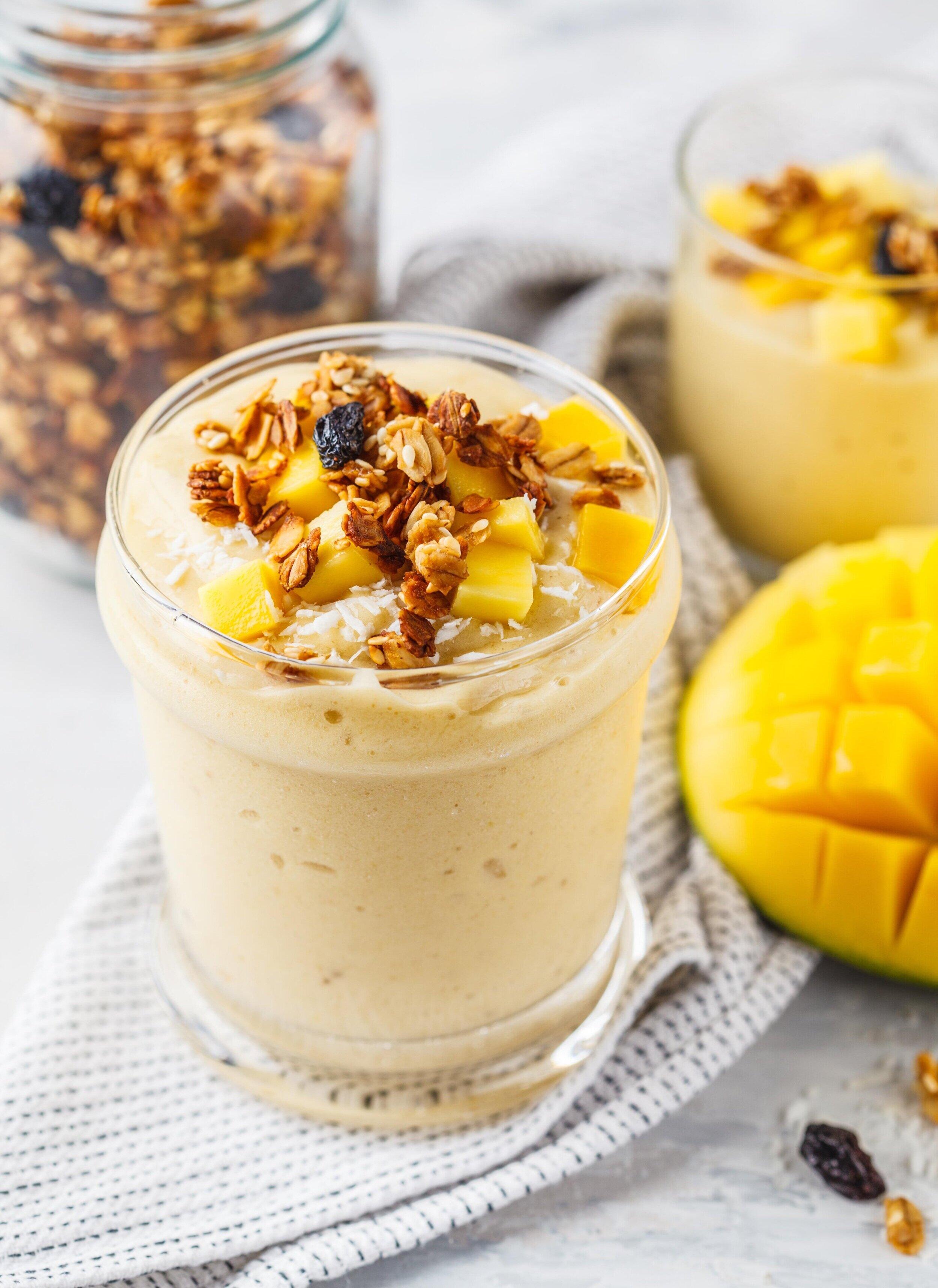 1-minute nourishing mango smoothie -