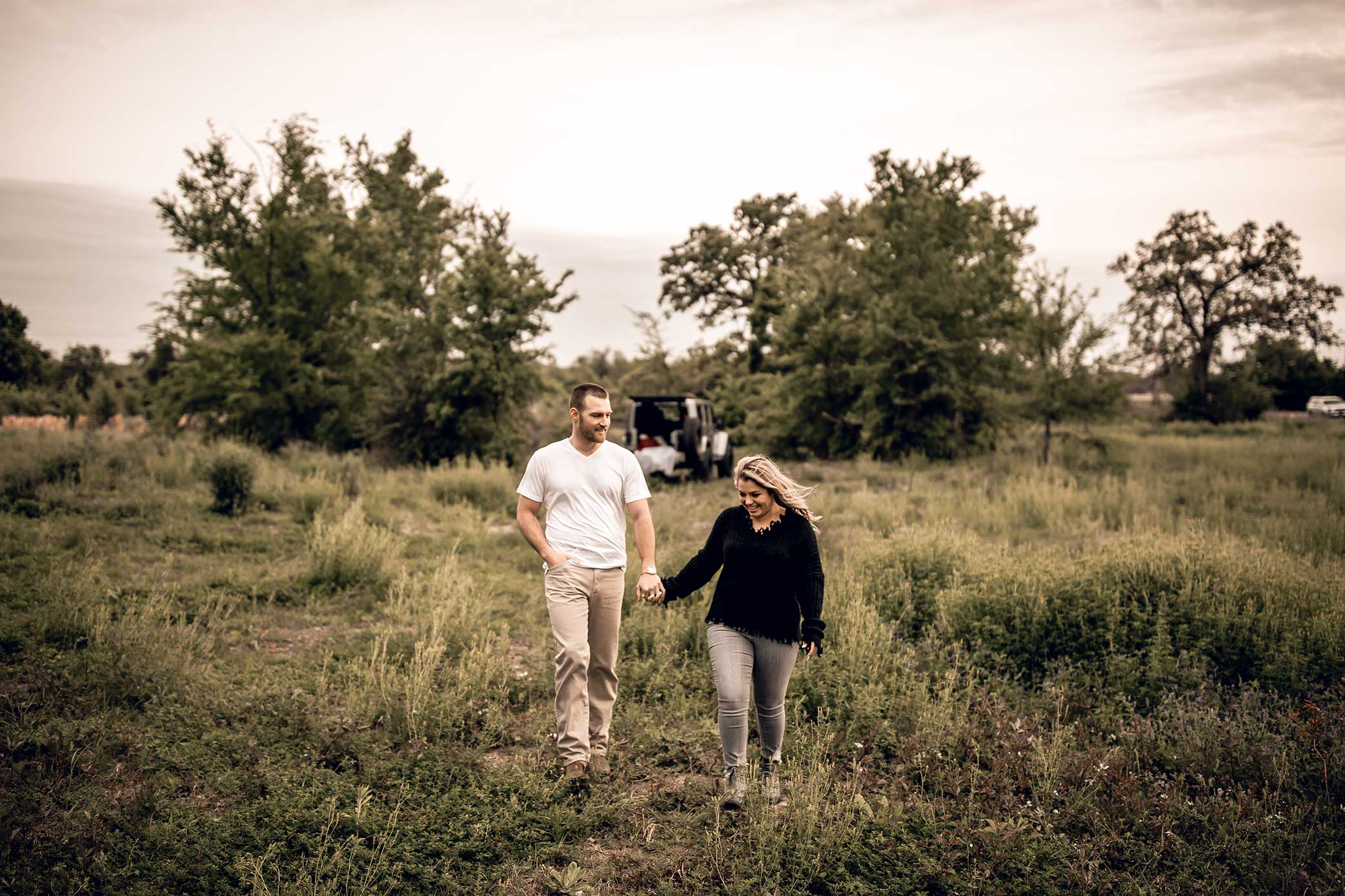 shelby-schiller-photography-lifestyle-couples-remi-colt-outdoor-jeep-adventure-14.jpg