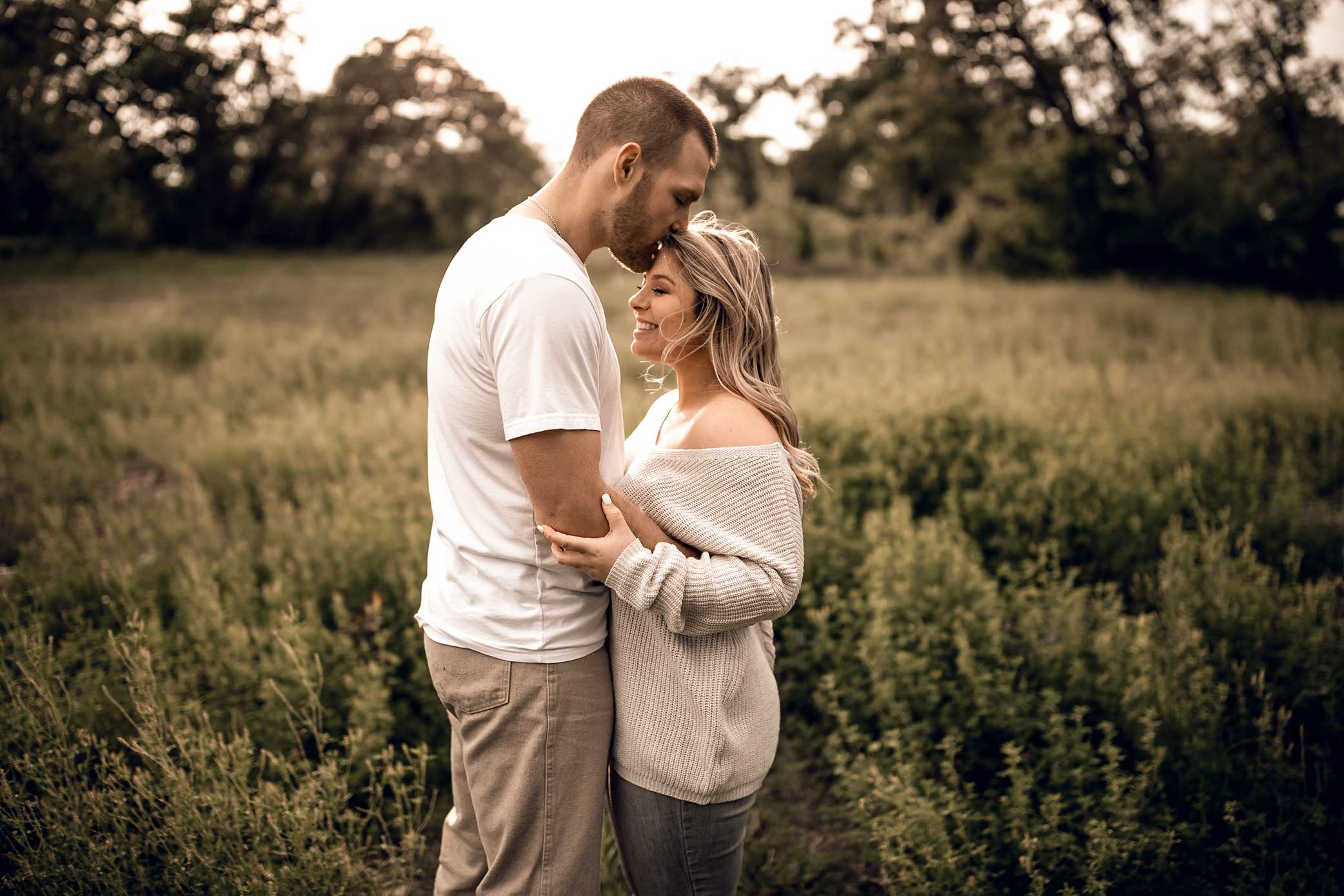shelby-schiller-photography-lifestyle-couples-remi-colt-outdoor-jeep-adventure-17.jpg