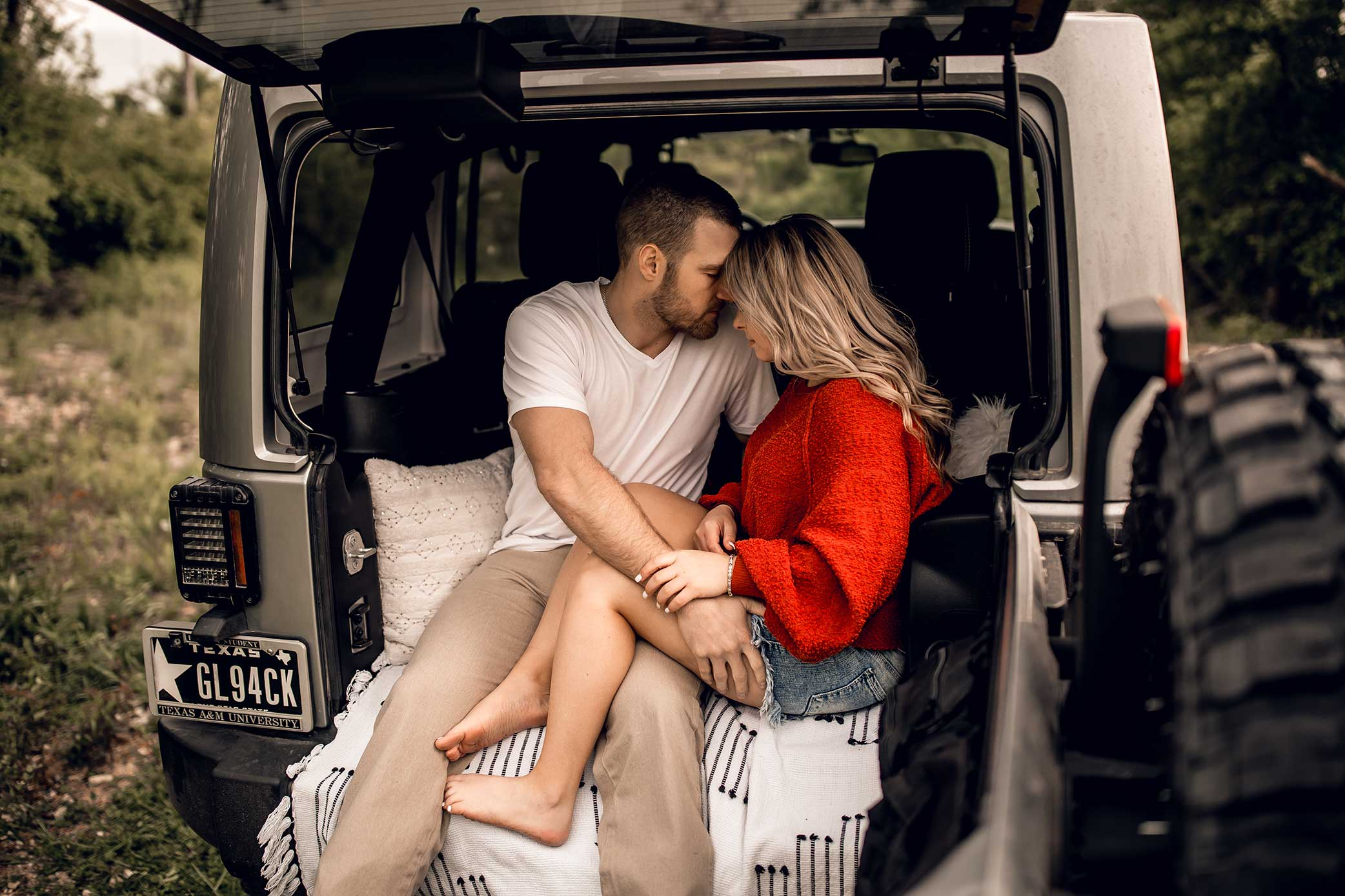 shelby-schiller-photography-lifestyle-couples-remi-colt-outdoor-jeep-adventure-27.jpg