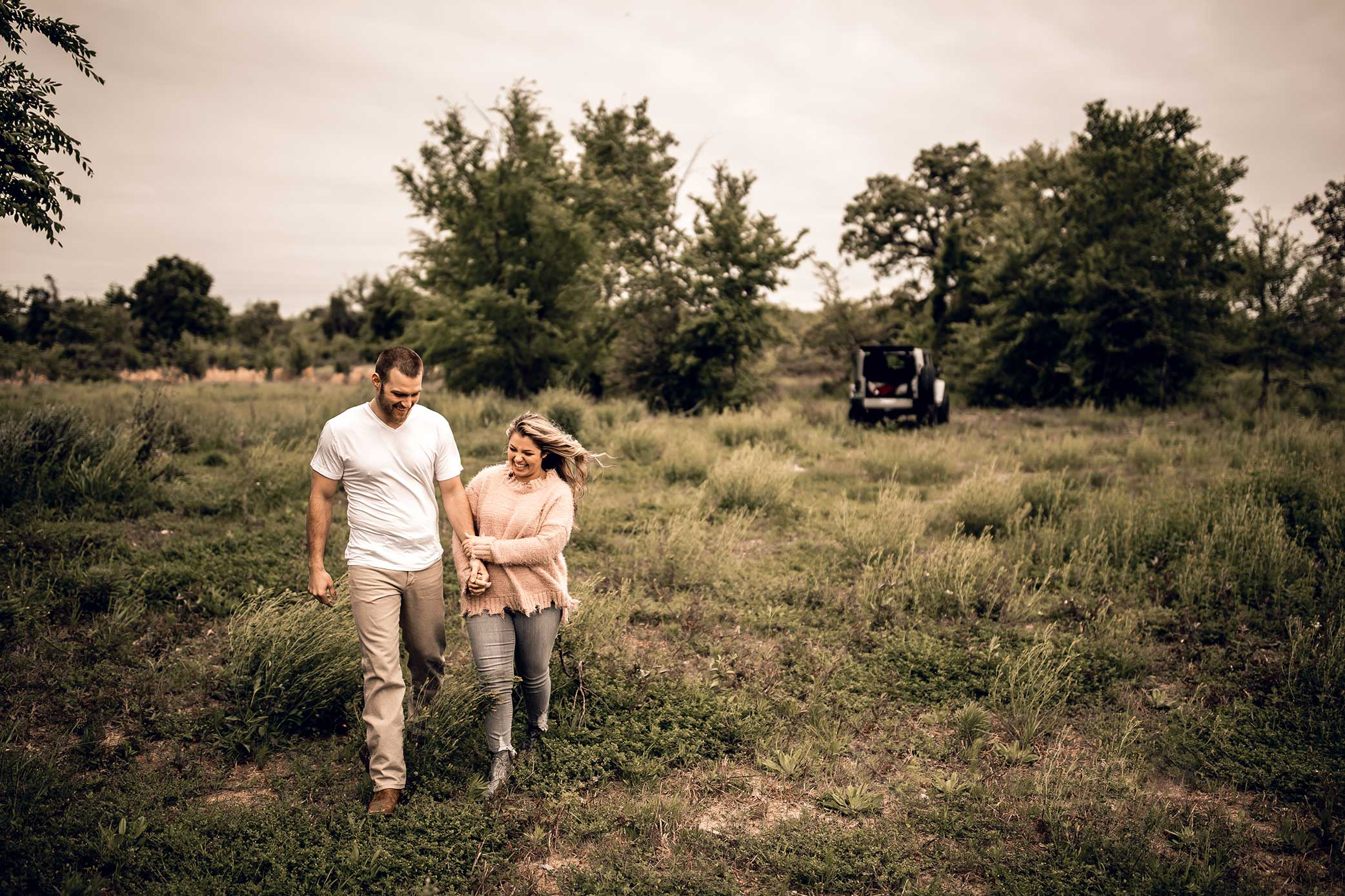 shelby-schiller-photography-lifestyle-couples-remi-colt-outdoor-jeep-adventure-46.jpg