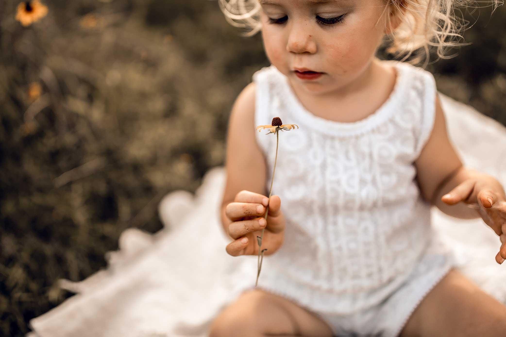 shelby-schiller-photography-family-child-smelling-flower.jpg