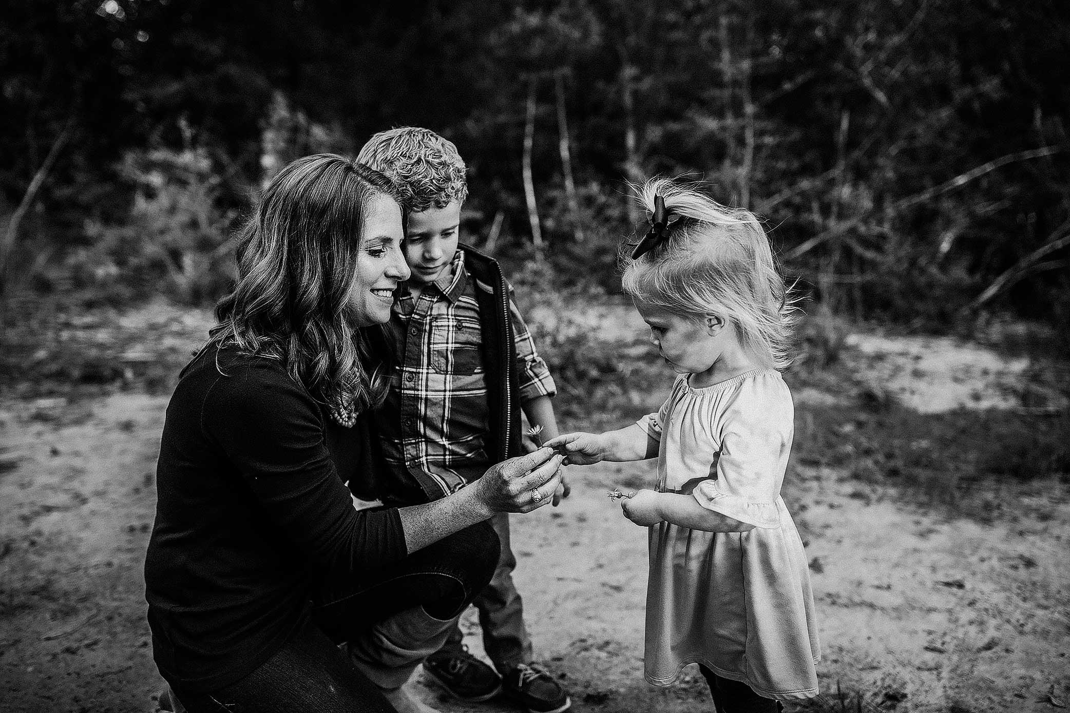 shelby-schiller-photography-family-picking-flowers-with-mom.jpg