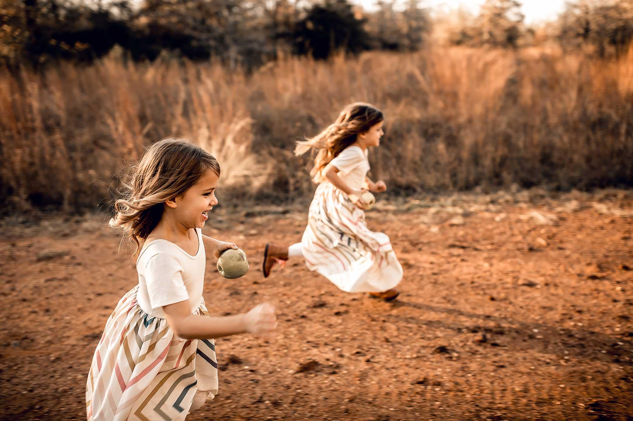 shelby-schiller-photography-family-twins-running-in-linen-dresses.jpg