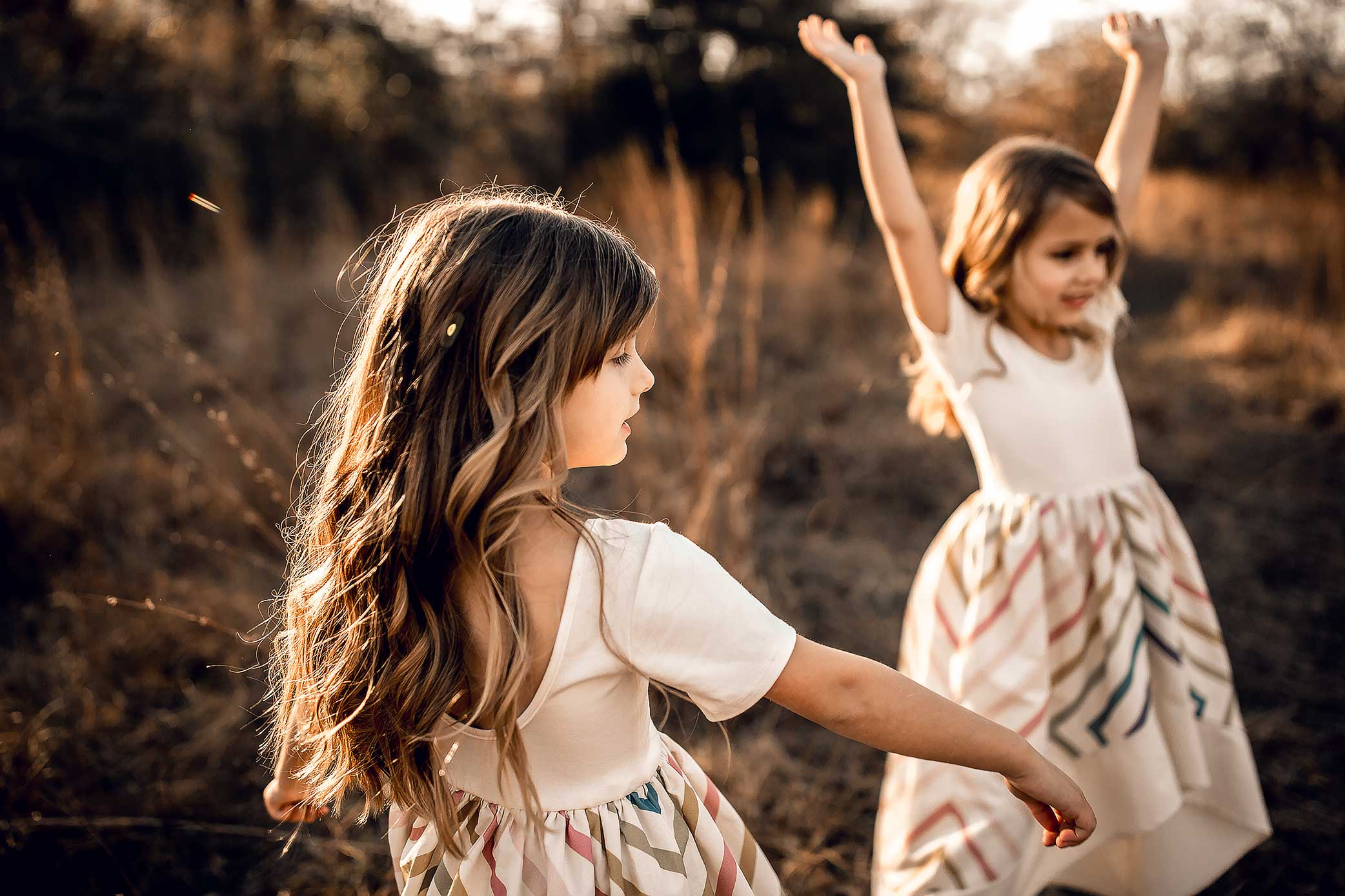 shelby-schiller-photography-family-twins-dancing.jpg