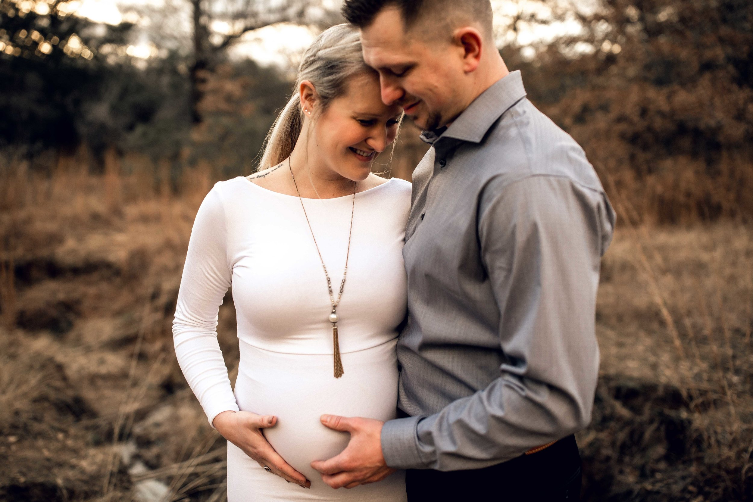 shelby-schiller-photography-maternity-cozying-up.jpg