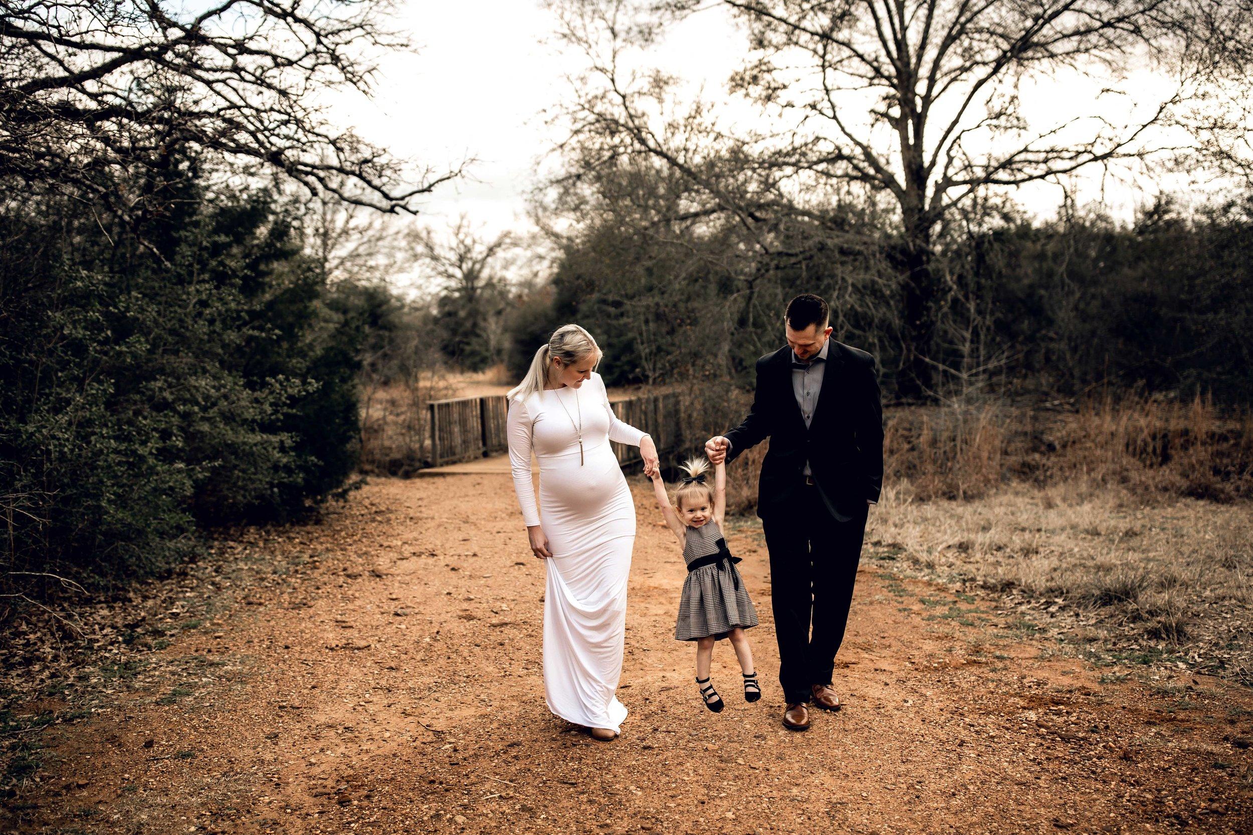 shelby-schiller-photography-maternity-family-holding-hands-swinging-girl.jpg