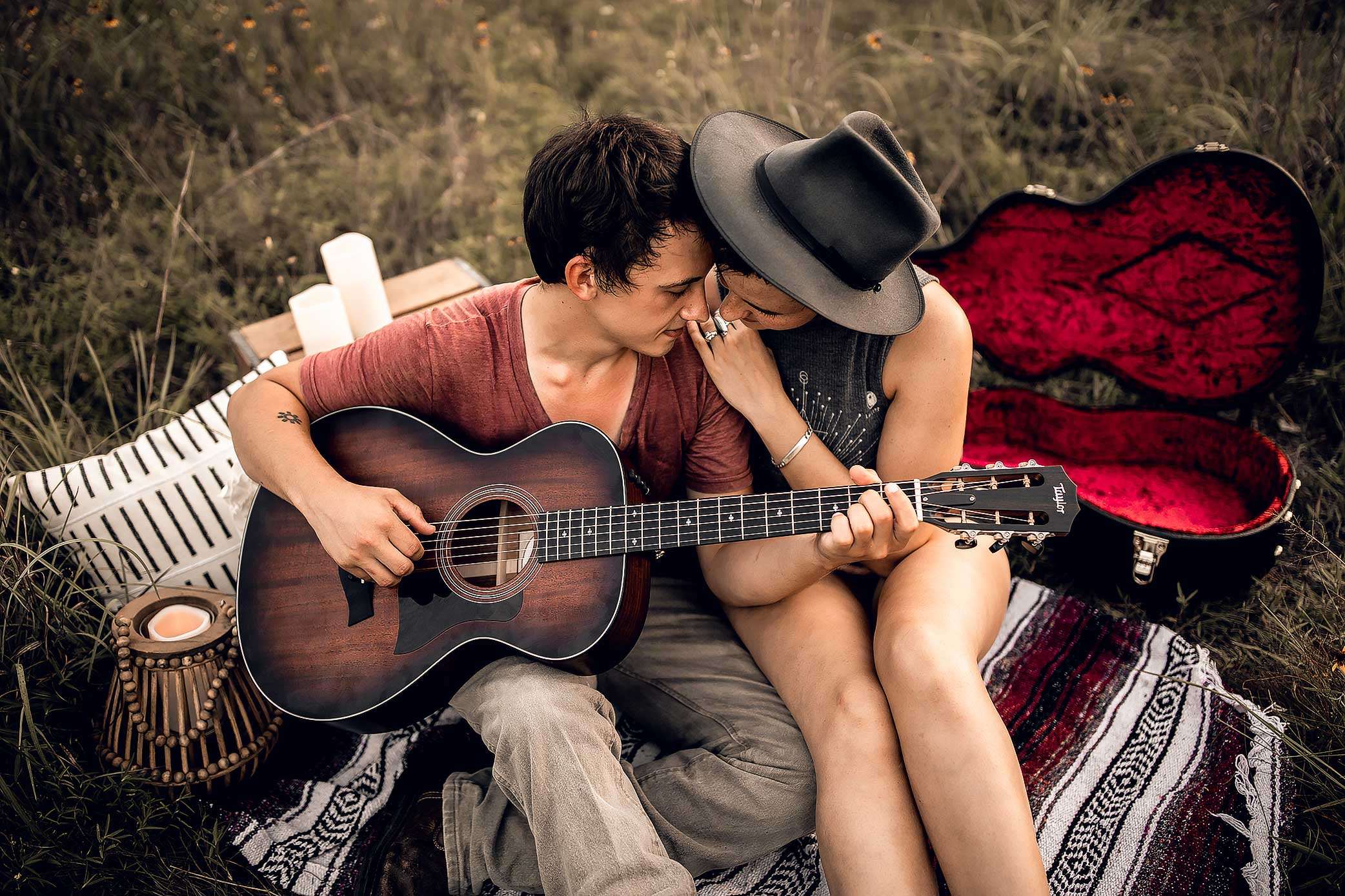 shelby-schiller-photography-couples-boho-guitar-picnic-in-area-with-grass-and-trees.jpg