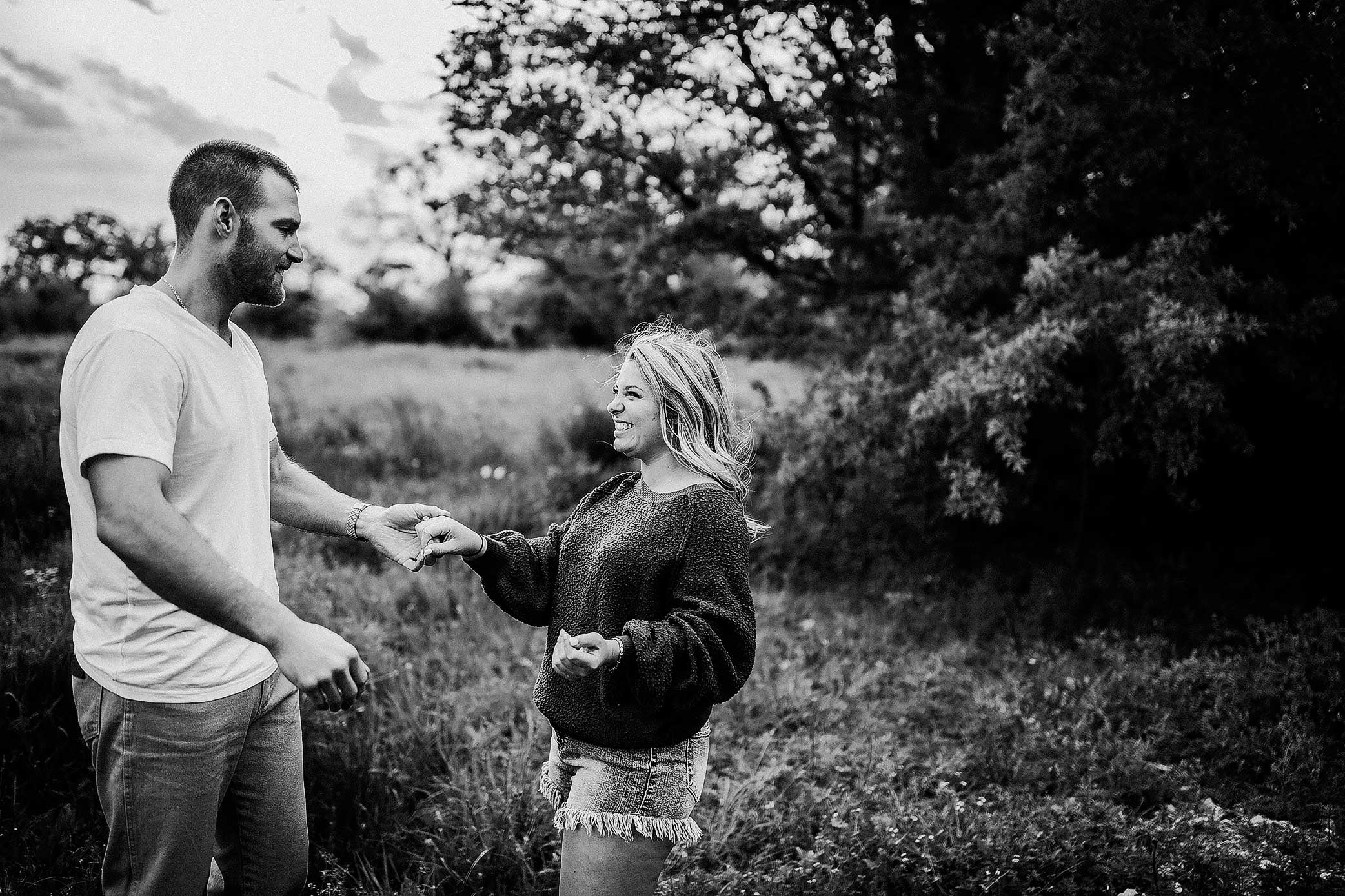 shelby-schiller-photography-couples-dancing-in-nature-field.jpg