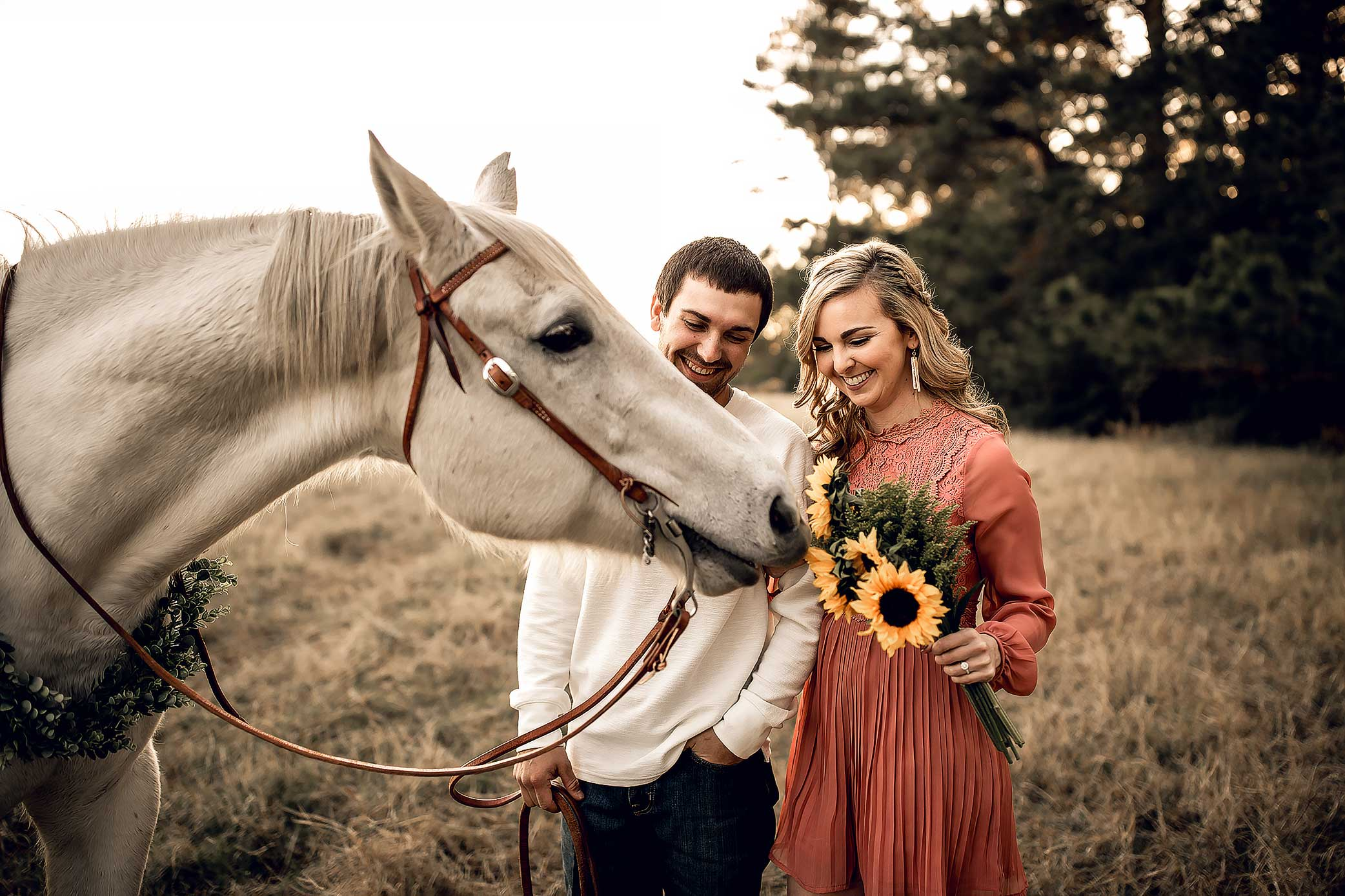 shelby-schiller-photography-couples-horse-and-sunflowers-in-field.jpg