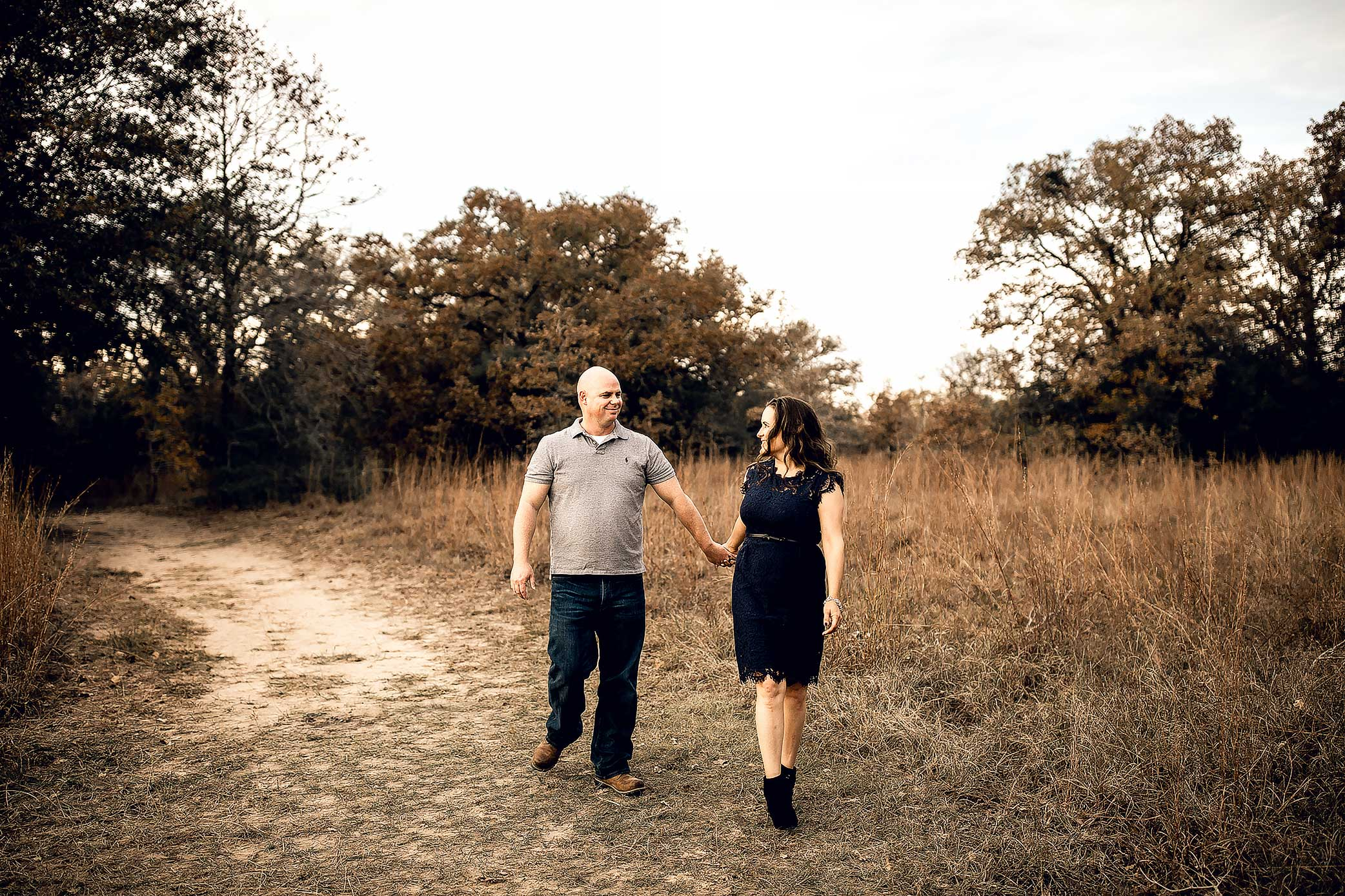 shelby-schiller-photography-couples-holding-hands-walking-together.jpg