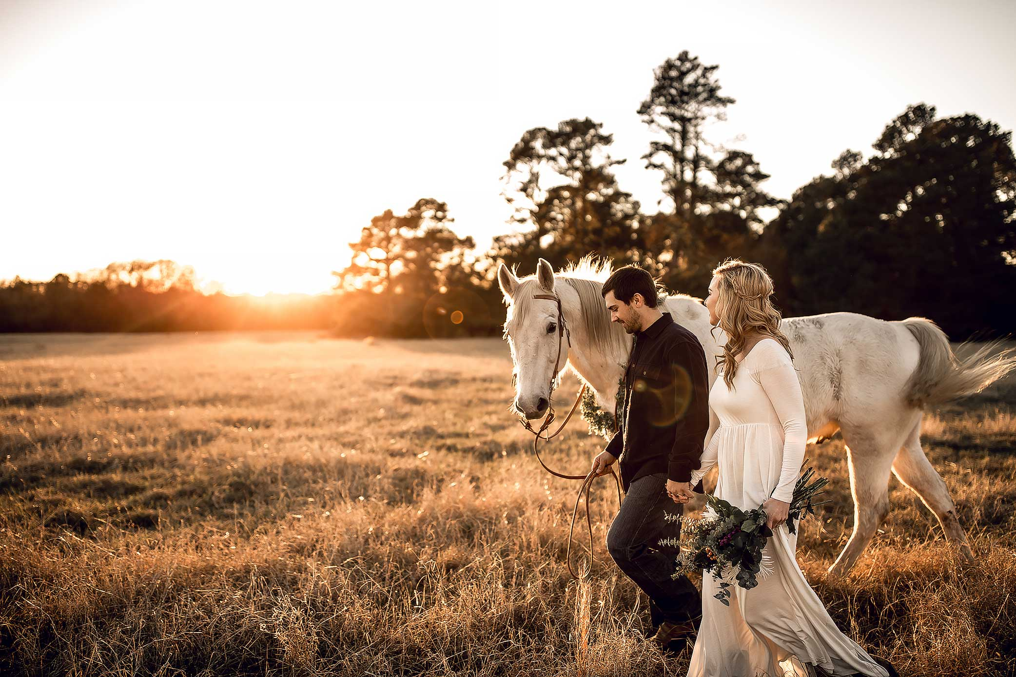 shelby-schiller-photography-couples-sunset-with-horse-and-white-dress.jpg