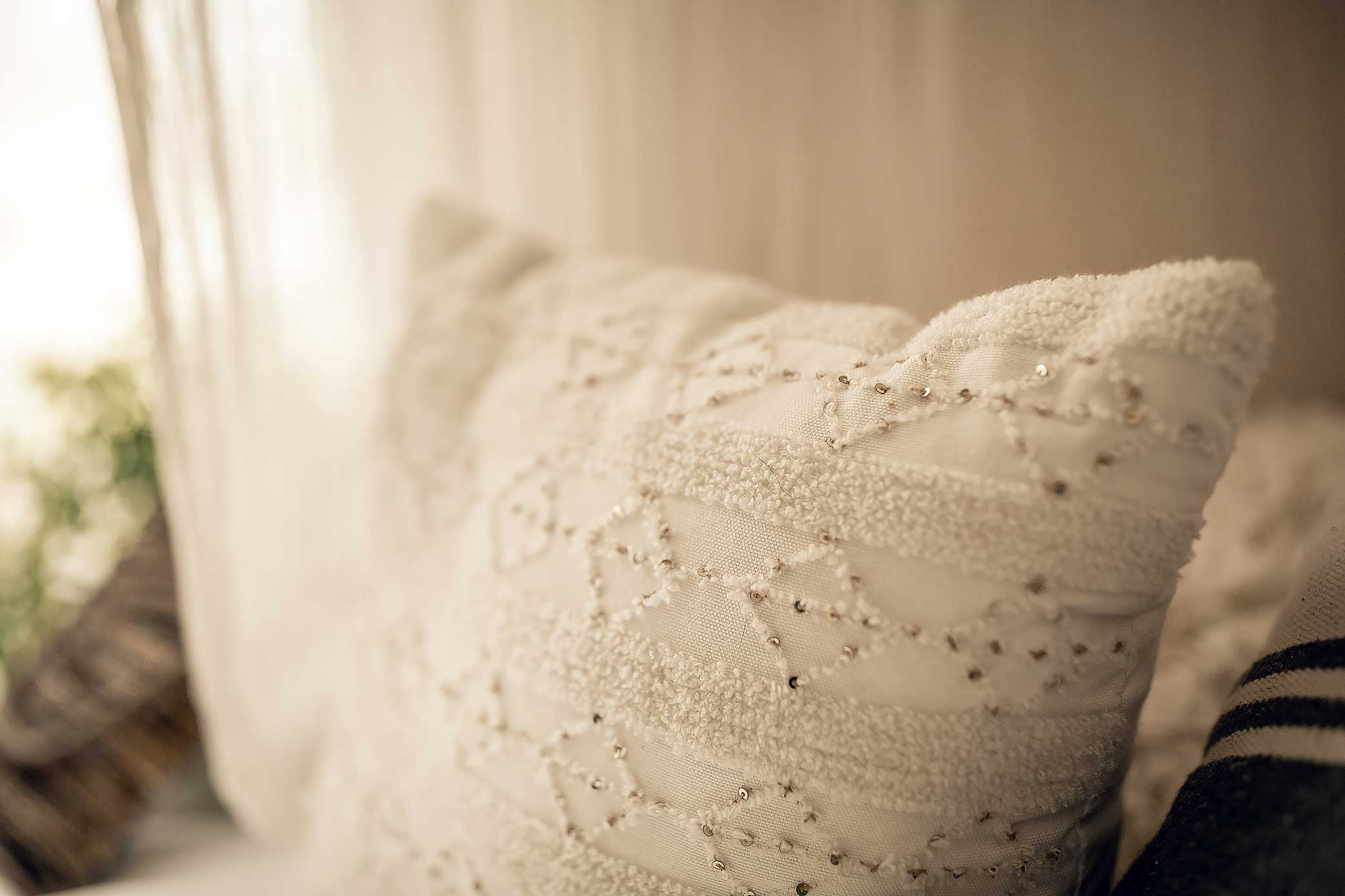 shelby-schiller-photography-lifestyle-studio-geometric-boho-pillow.jpg