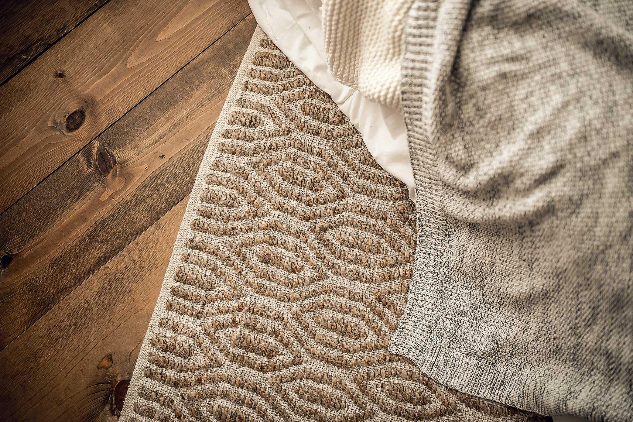 shelby-schiller-photography-lifestyle-studio-wooden-floor-jute-rug-woven-textured-blanket.jpg