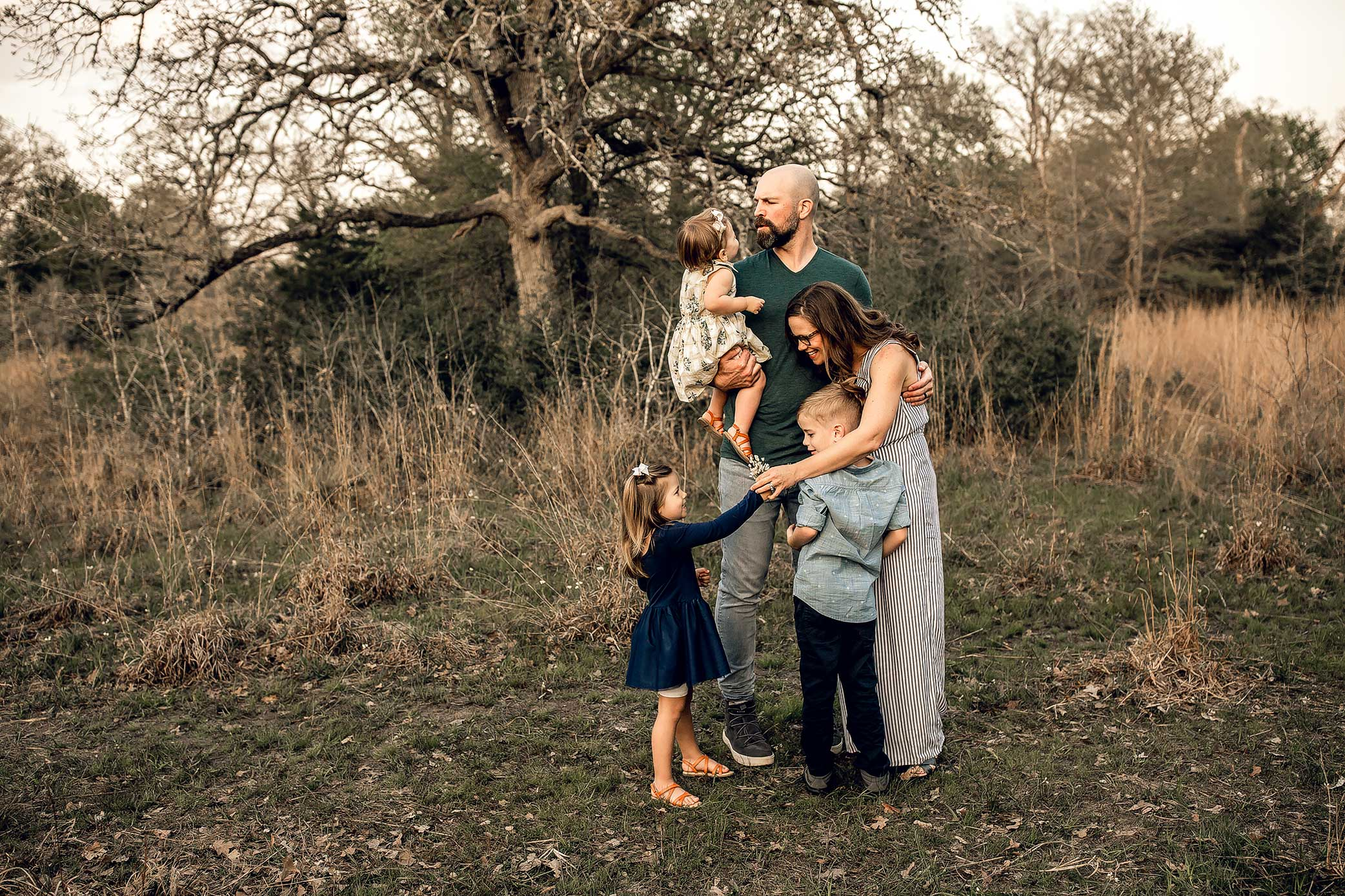 shelby-schiller-photography-lifestyle-family-outdoor-session-in-natural-park-with-tall-grass-trails-and-trees-college-station.jpg