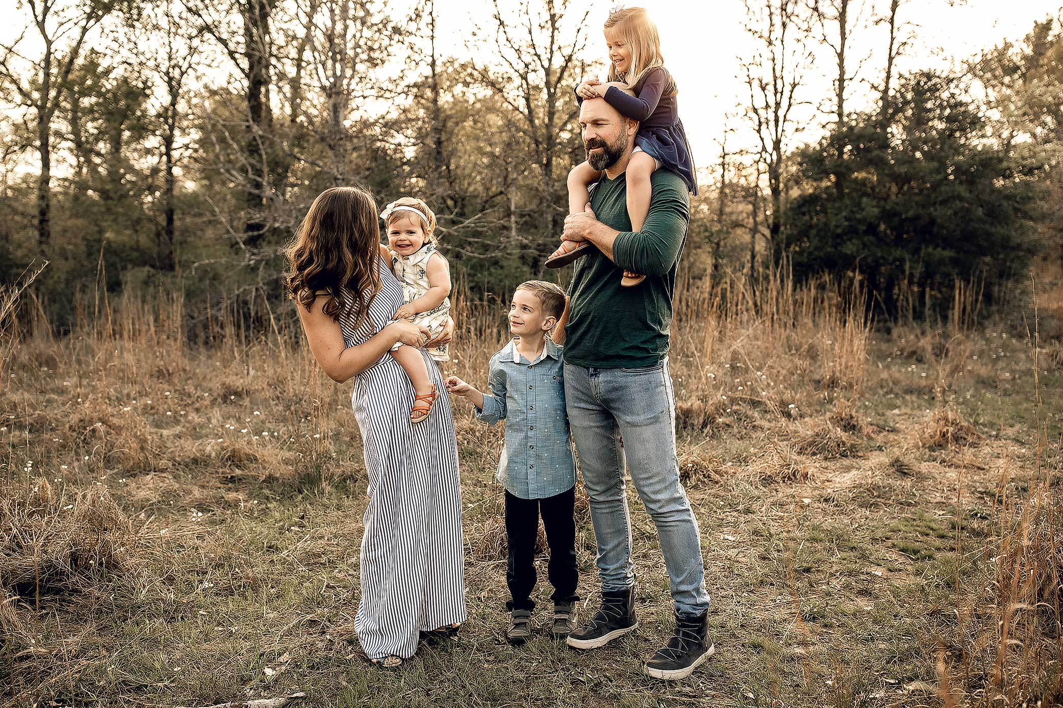 shelby-schiller-photography-lifestyle-family-session-with-3-kids-spring-2019-green-blue-yellow-college-station-1.jpg