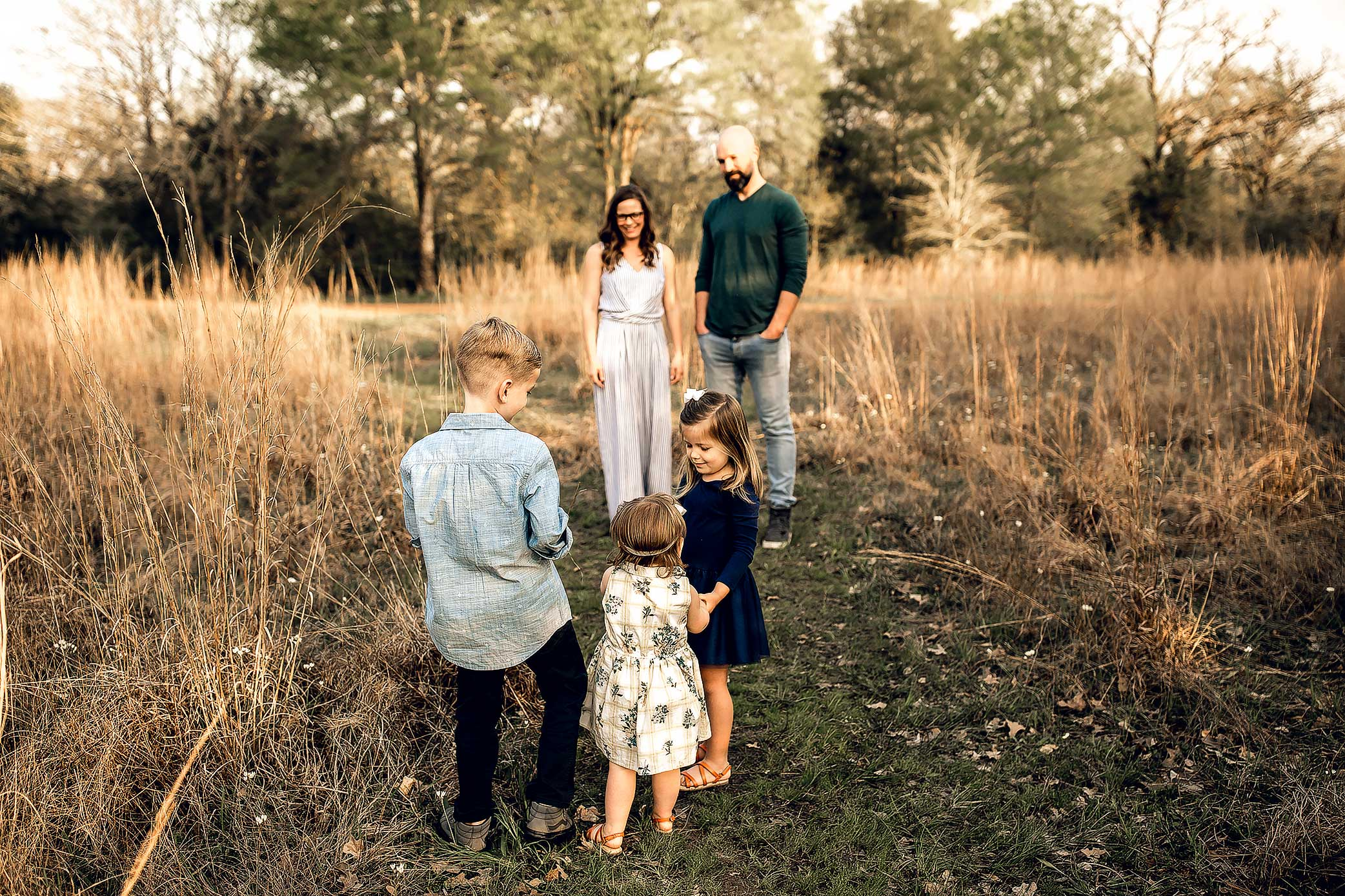 shelby-schiller-photography-lifestyle-family-session-with-3-kids-spring-2019-green-blue-yellow-college-station-18.jpg