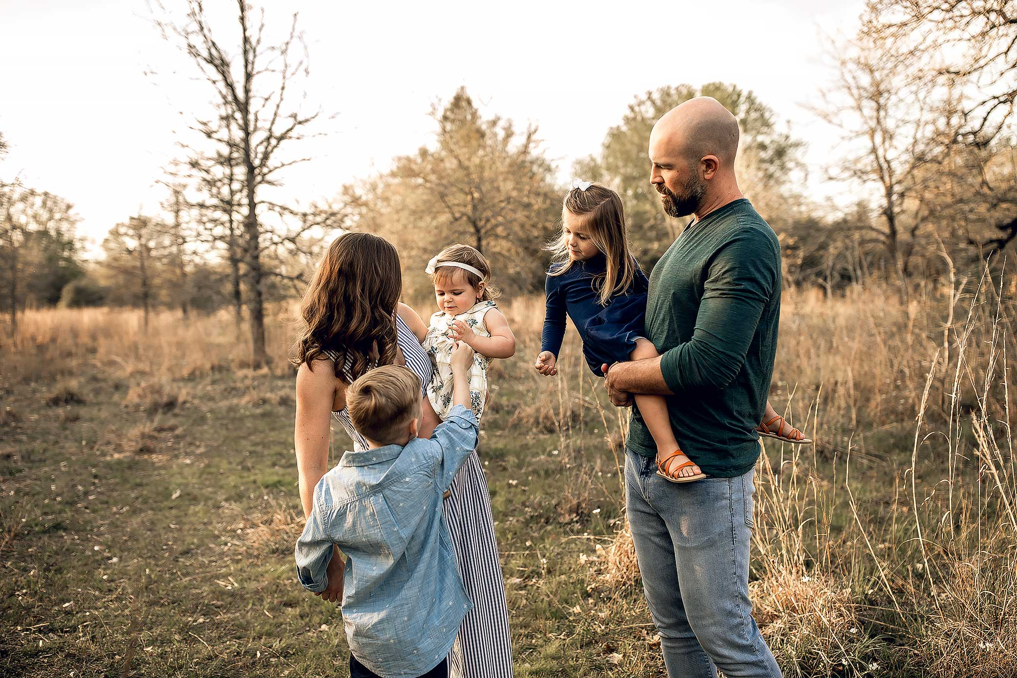 shelby-schiller-photography-lifestyle-family-session-with-3-kids-spring-2019-green-blue-yellow-college-station-21.jpg