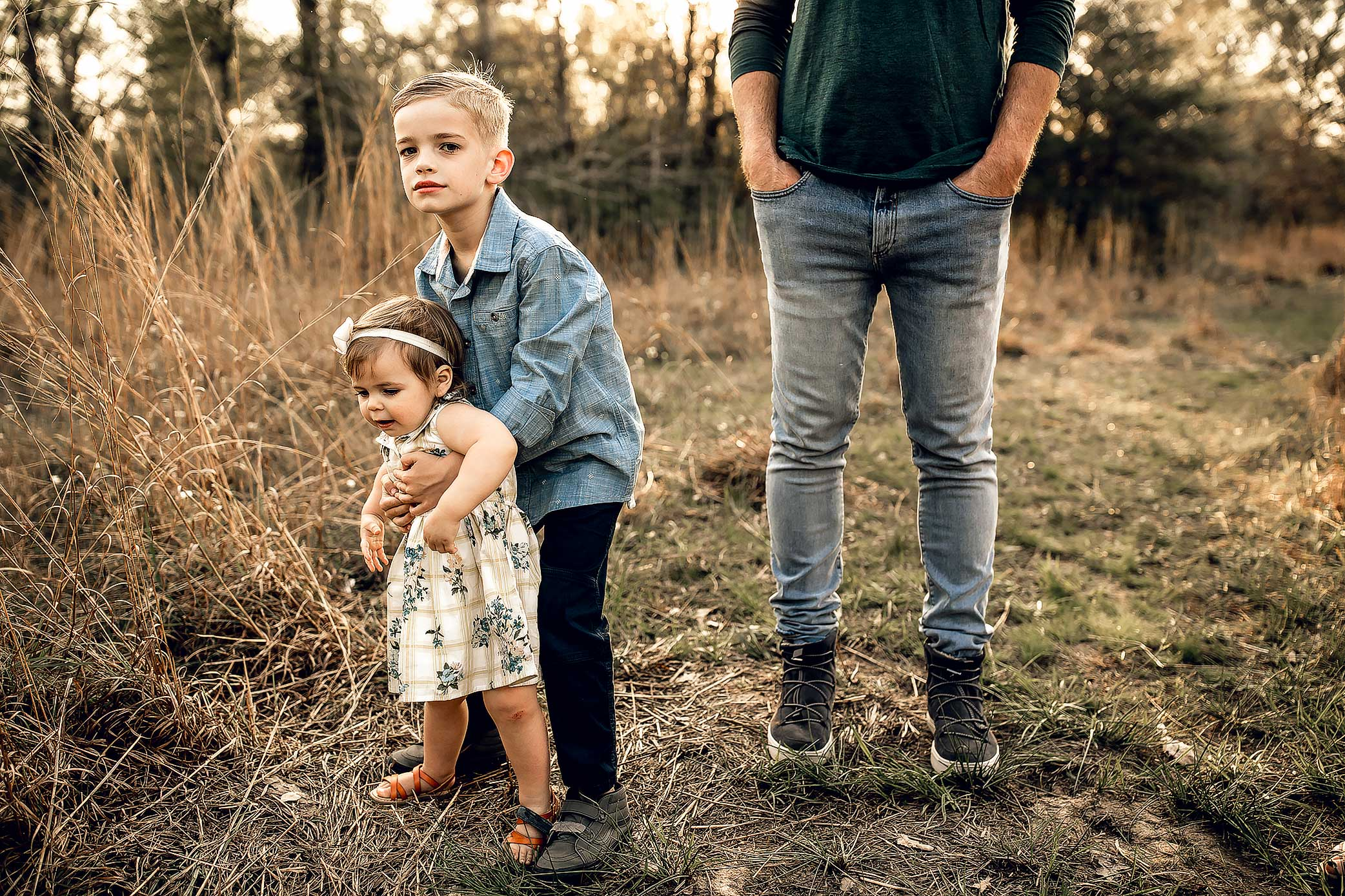 shelby-schiller-photography-lifestyle-family-session-with-3-kids-spring-2019-green-blue-yellow-college-station-27.jpg