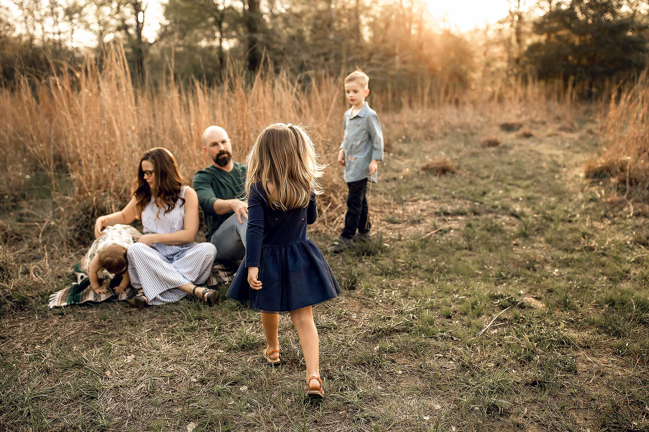 shelby-schiller-photography-lifestyle-family-session-with-3-kids-spring-2019-green-blue-yellow-college-station-28.jpg