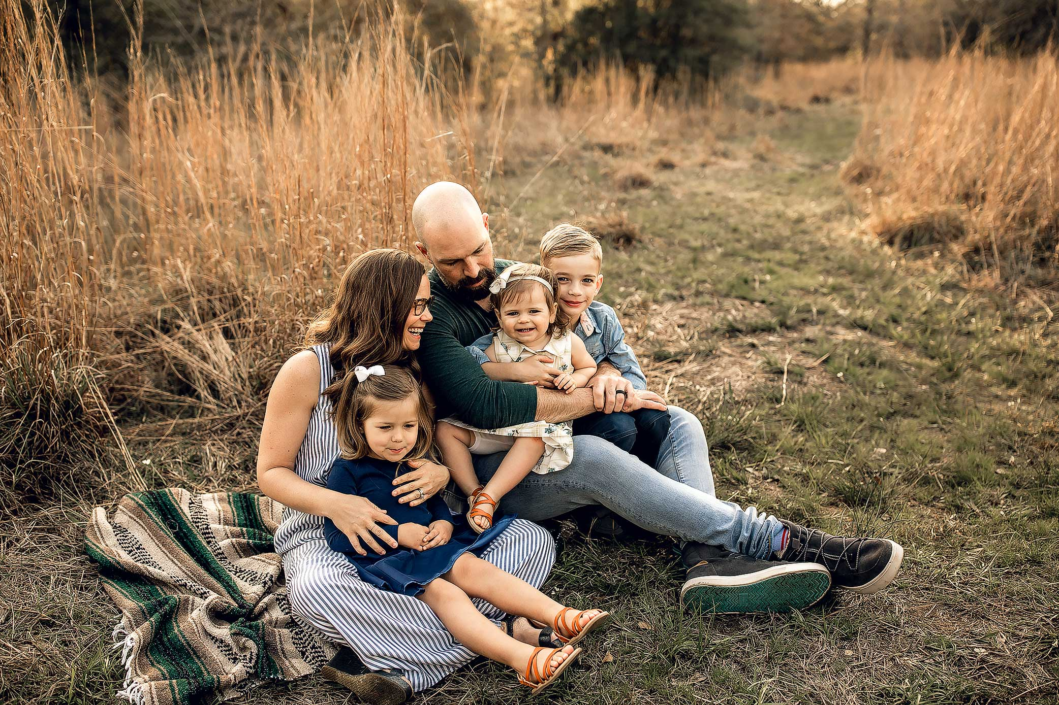 shelby-schiller-photography-lifestyle-family-session-with-3-kids-spring-2019-green-blue-yellow-college-station-30.jpg