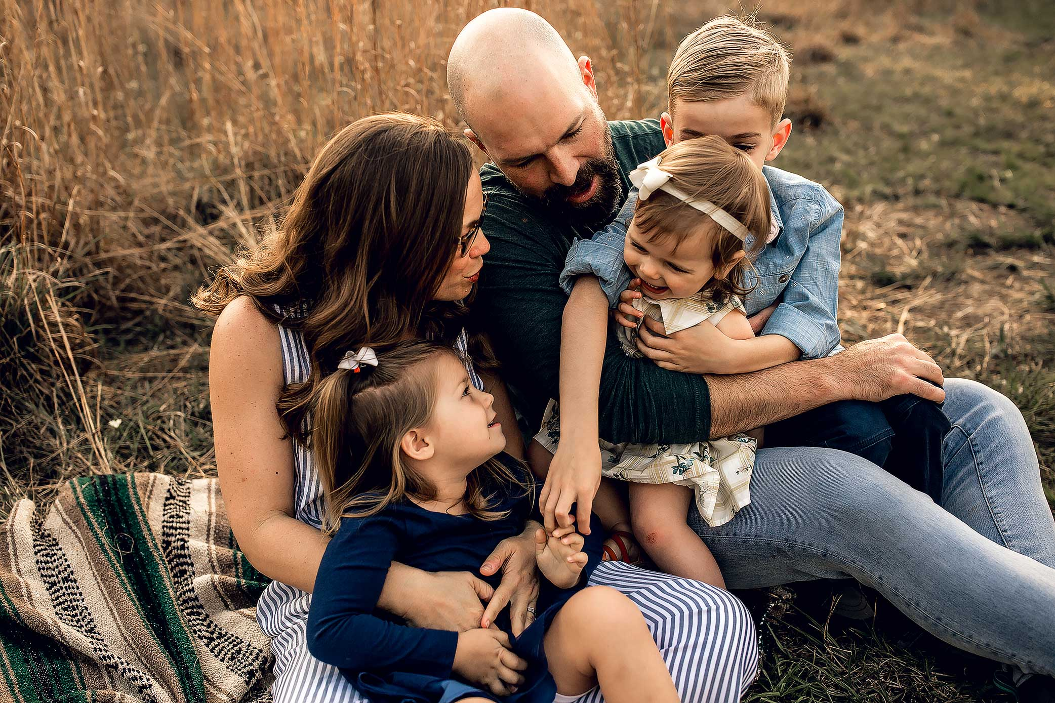 shelby-schiller-photography-lifestyle-family-session-with-3-kids-spring-2019-green-blue-yellow-college-station-32.jpg