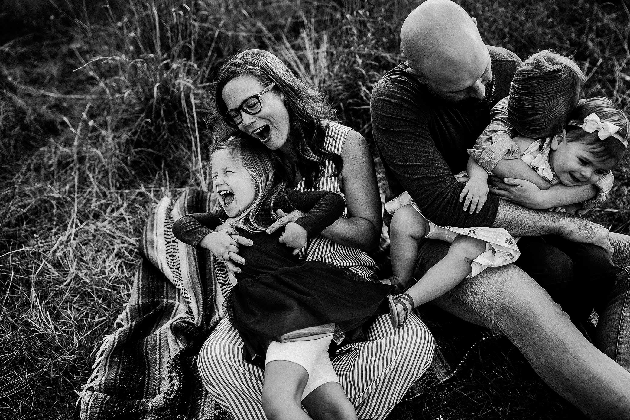 shelby-schiller-photography-lifestyle-family-session-with-3-kids-spring-2019-green-blue-yellow-college-station-31.jpg