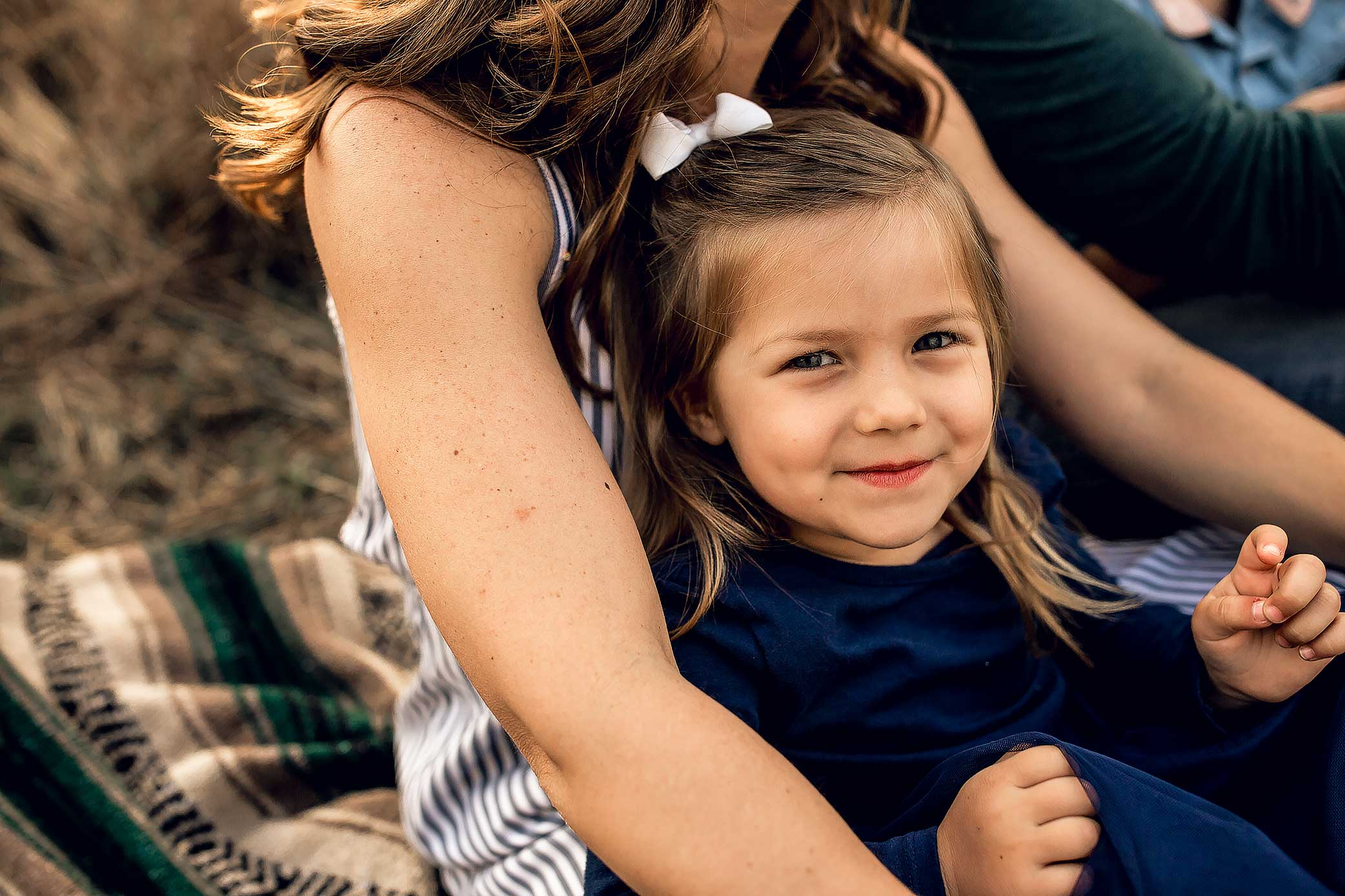 shelby-schiller-photography-lifestyle-family-session-with-3-kids-spring-2019-green-blue-yellow-college-station-33.jpg