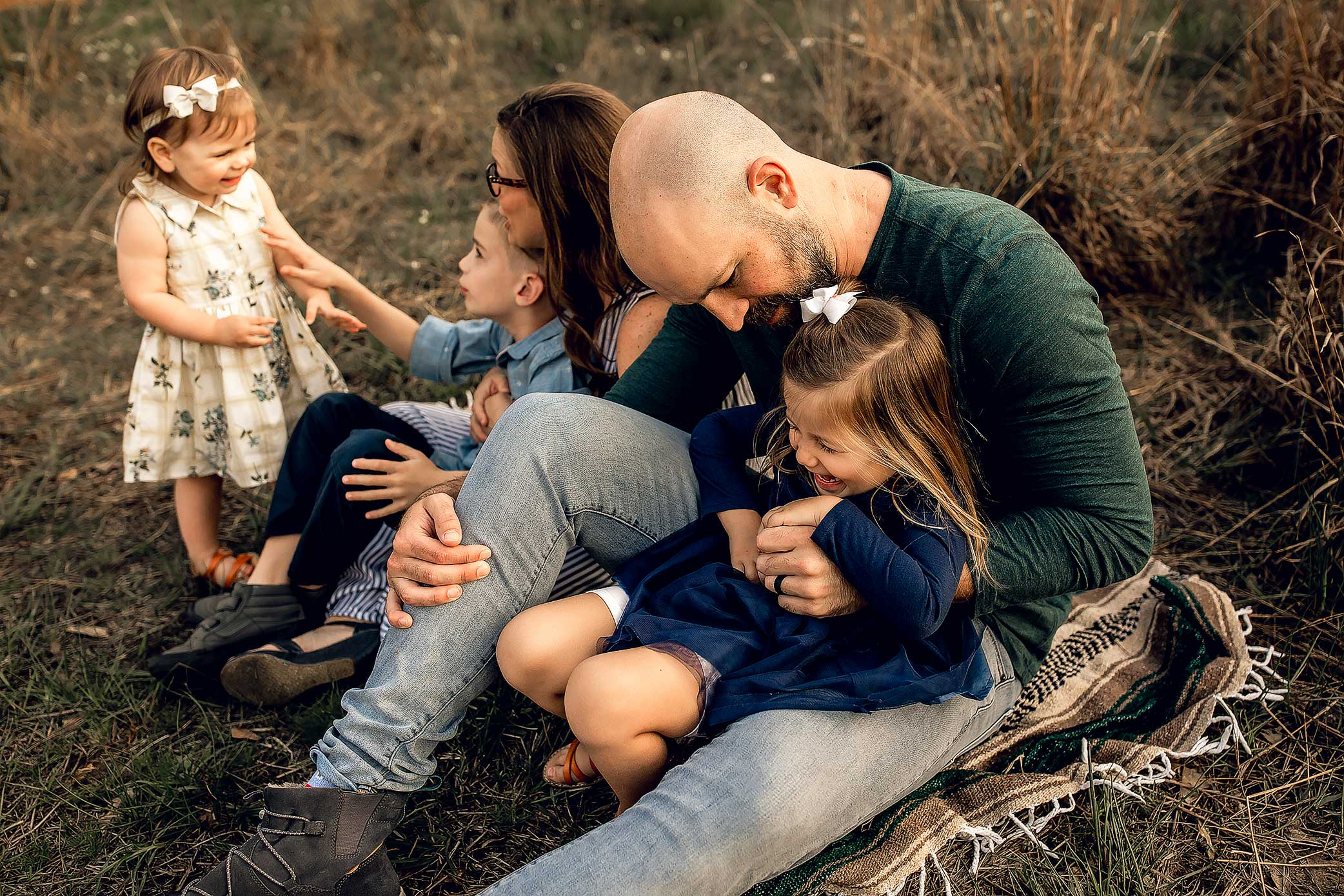 shelby-schiller-photography-lifestyle-family-session-with-3-kids-spring-2019-green-blue-yellow-college-station-36.jpg