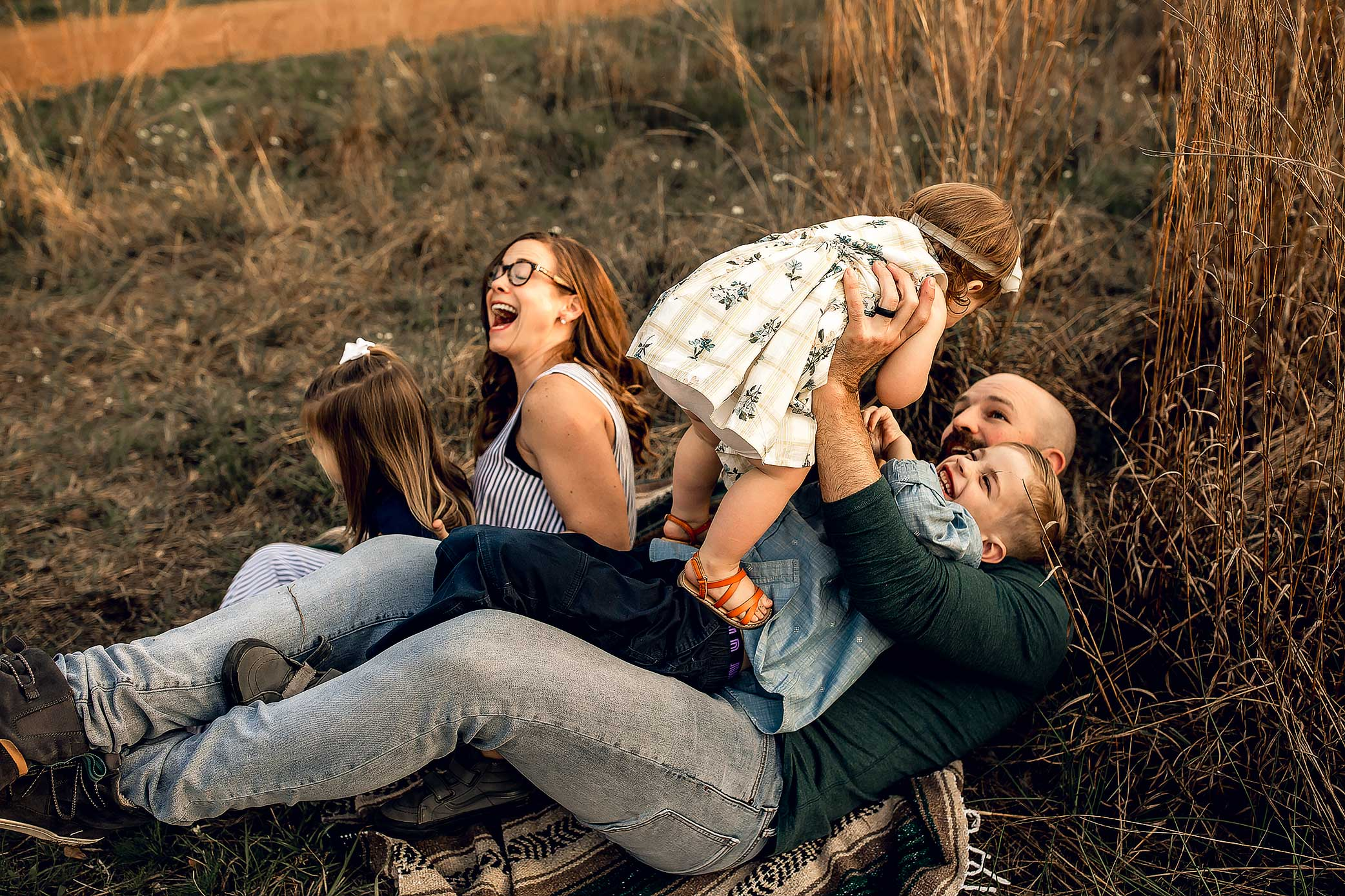 shelby-schiller-photography-lifestyle-family-session-with-3-kids-spring-2019-green-blue-yellow-college-station-35.jpg
