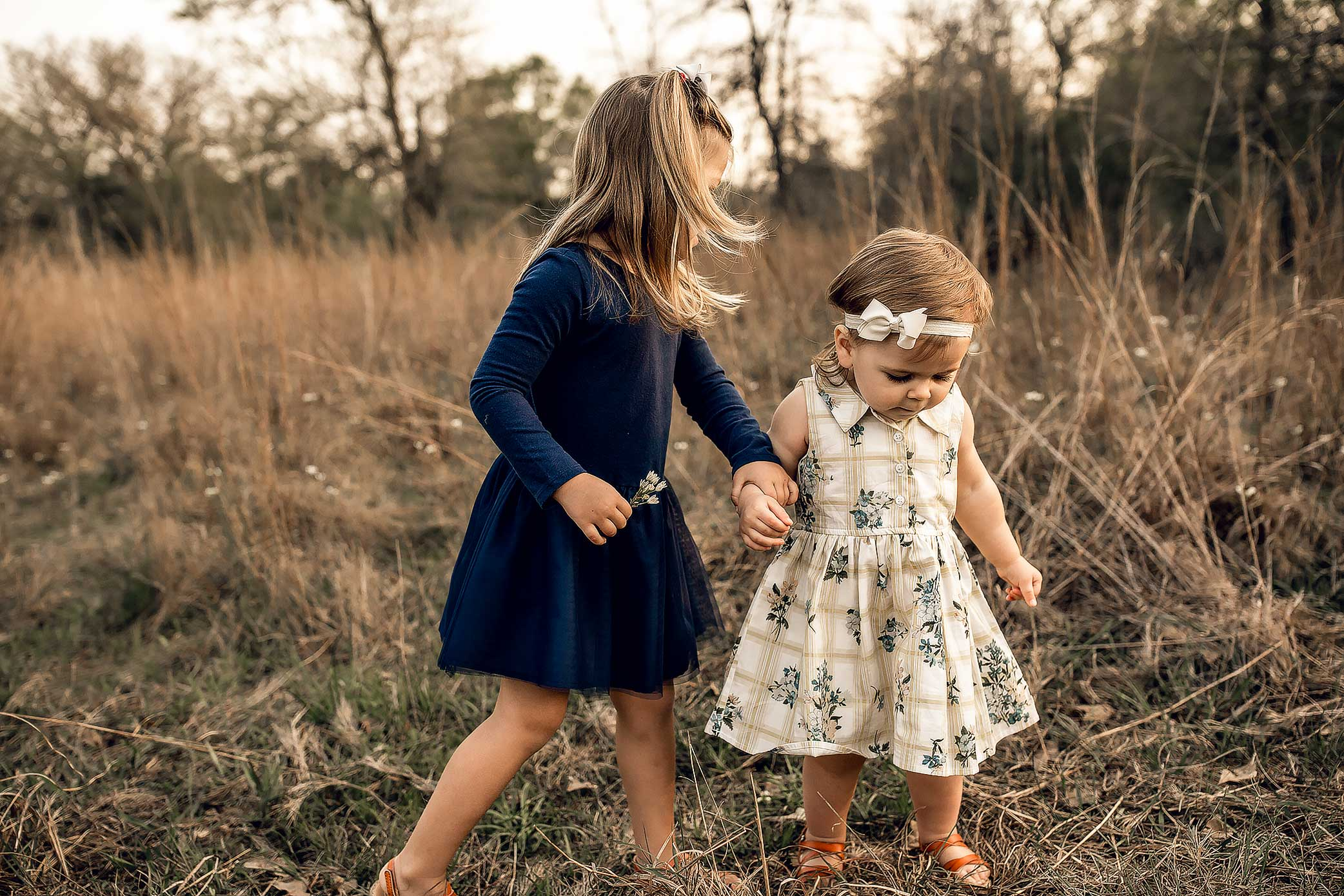 shelby-schiller-photography-lifestyle-family-session-with-3-kids-spring-2019-green-blue-yellow-college-station-40.jpg