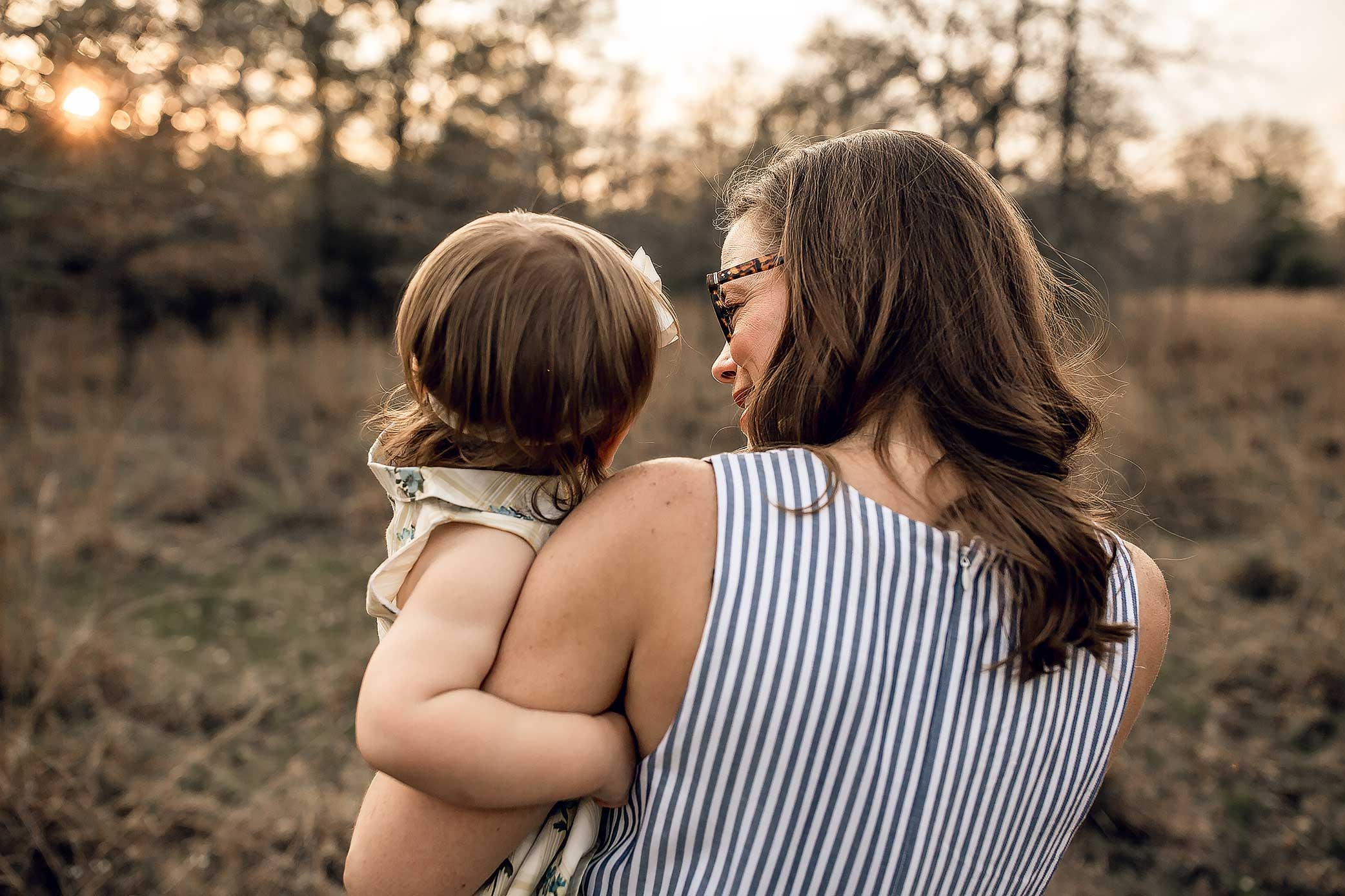 shelby-schiller-photography-lifestyle-family-session-with-3-kids-spring-2019-green-blue-yellow-college-station-44.jpg