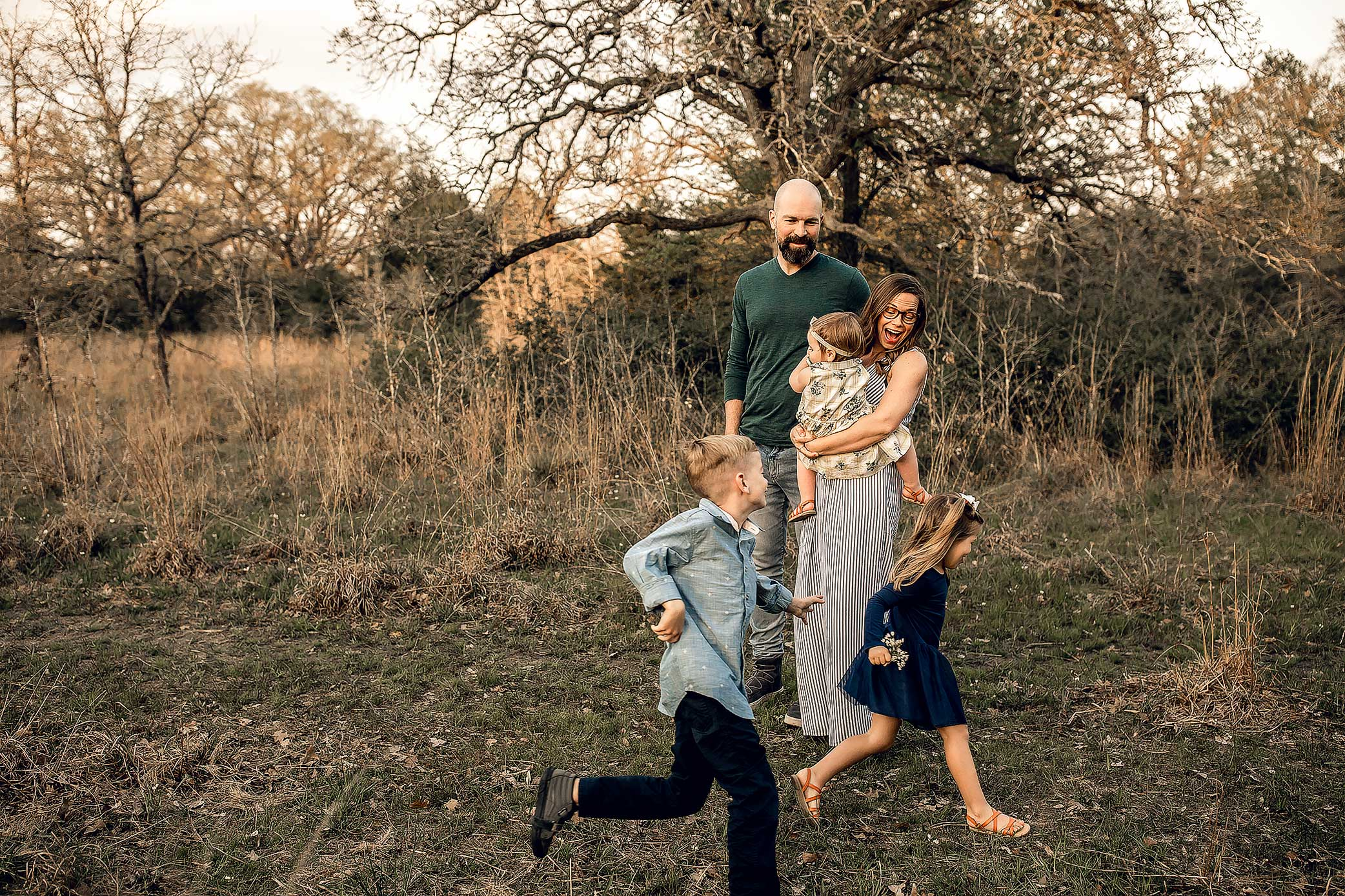 shelby-schiller-photography-lifestyle-family-session-with-3-kids-spring-2019-green-blue-yellow-college-station-45.jpg