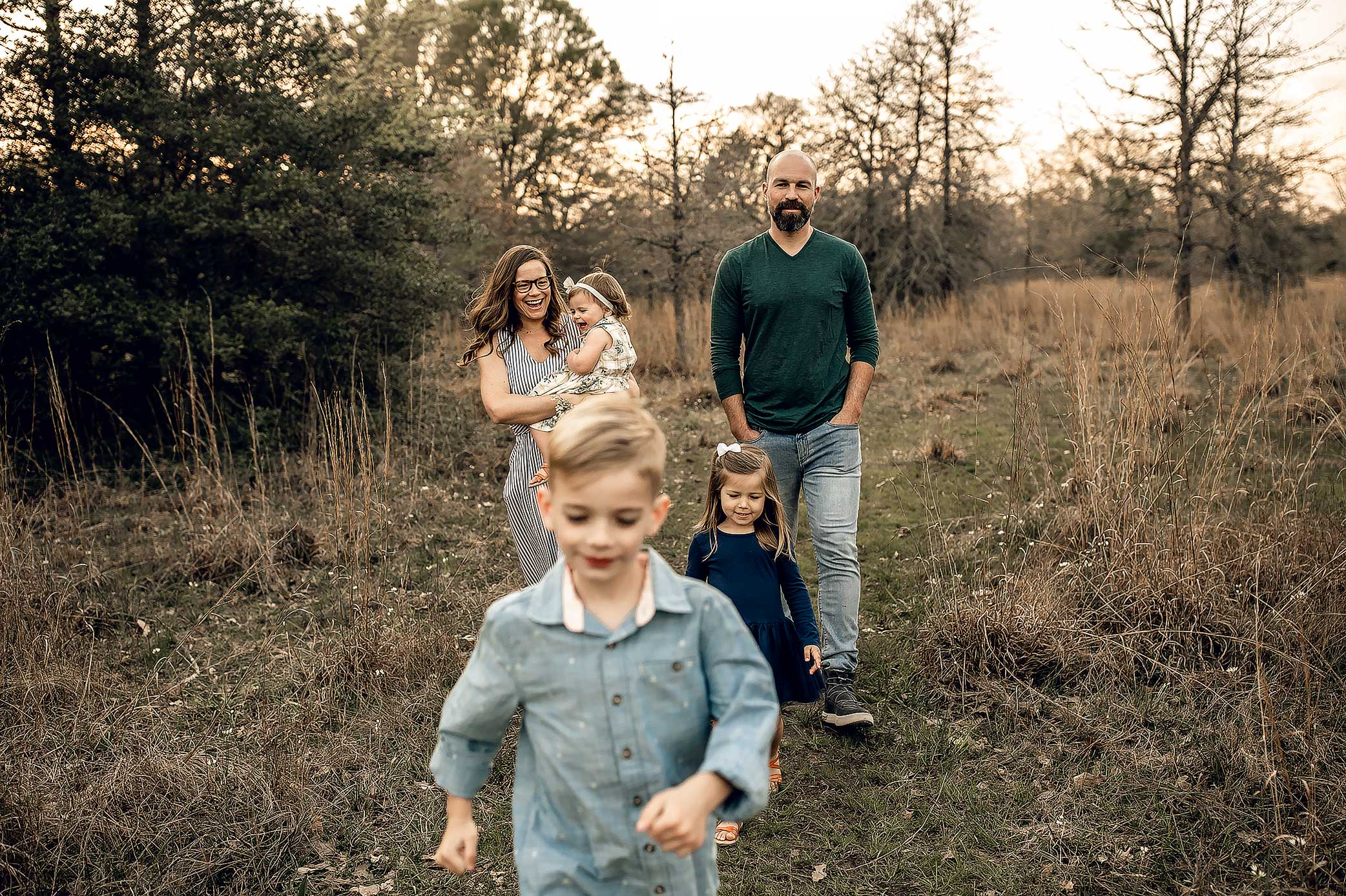 shelby-schiller-photography-lifestyle-family-session-with-3-kids-spring-2019-green-blue-yellow-college-station-48.jpg