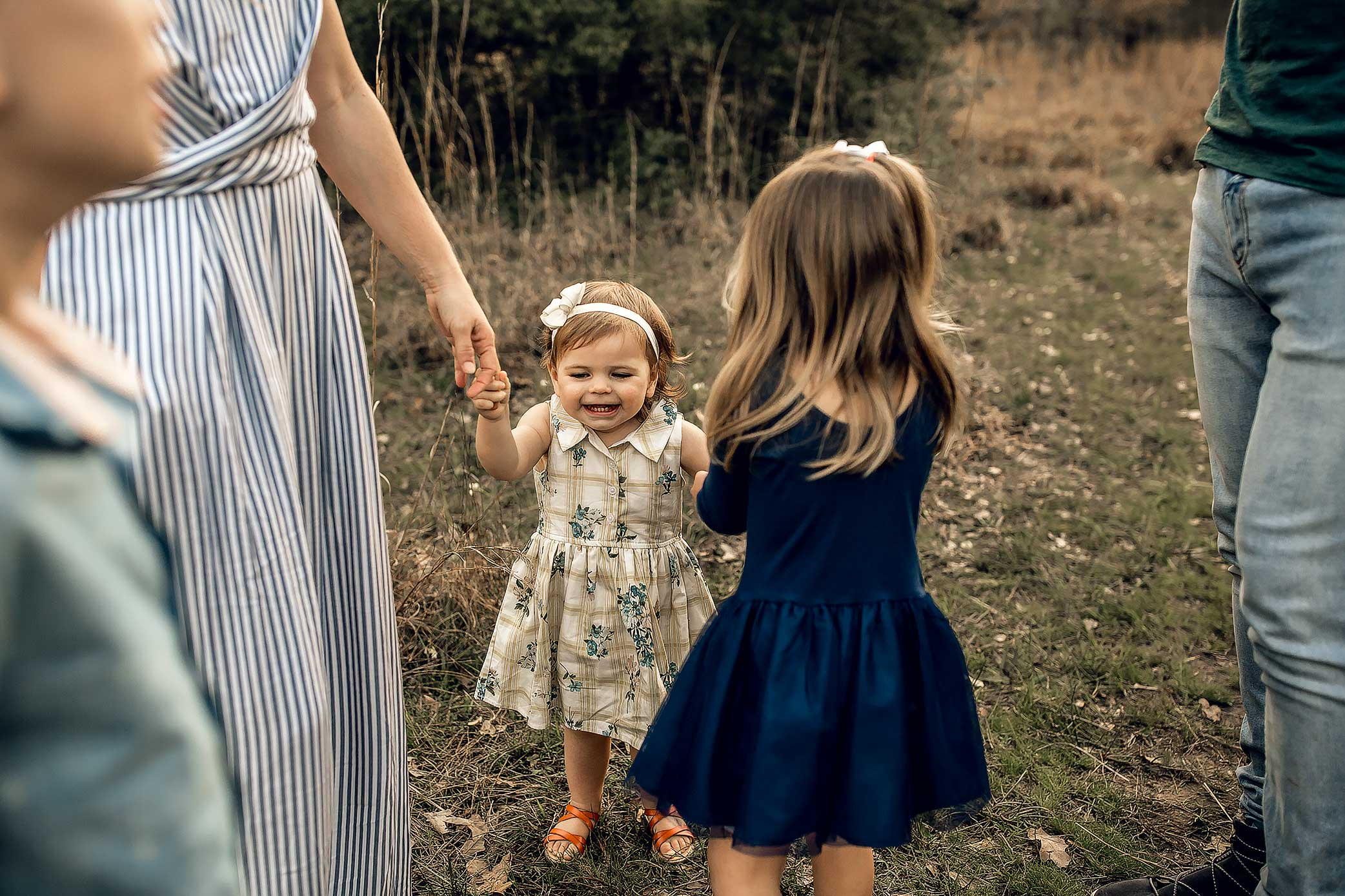 shelby-schiller-photography-lifestyle-family-session-with-3-kids-spring-2019-green-blue-yellow-college-station-50.jpg