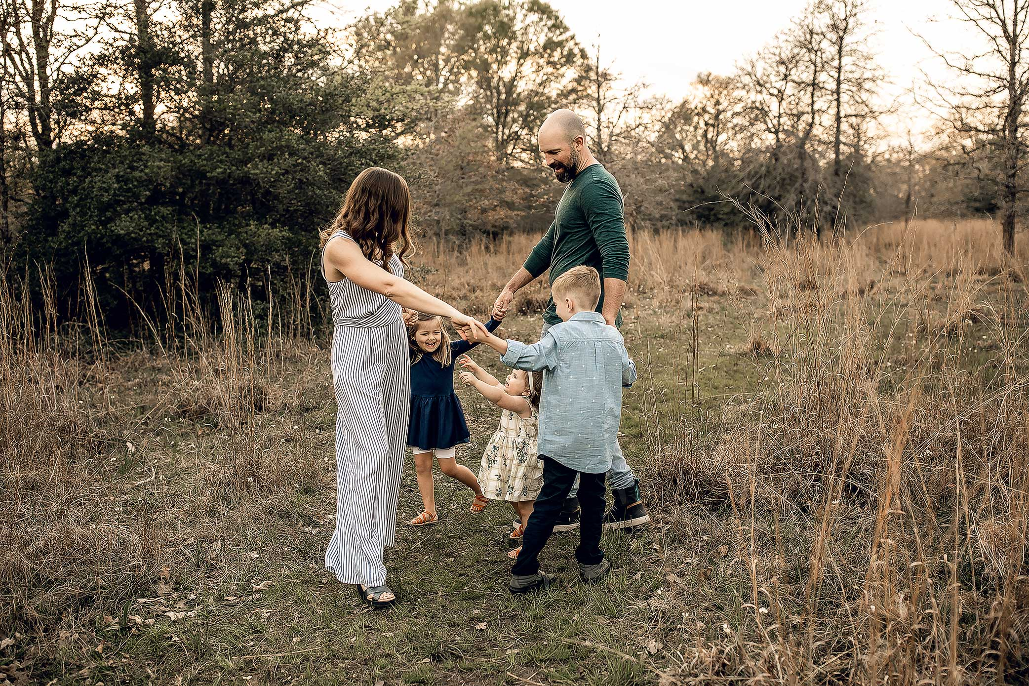 shelby-schiller-photography-lifestyle-family-session-with-3-kids-spring-2019-green-blue-yellow-college-station-49.jpg